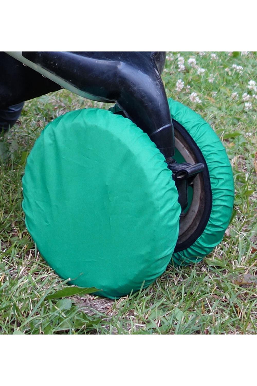 ЧехлыАксессуары<br>Простое решение для защиты от грязи и слякоти в осенне-зимнее время года.  То, что с малышом нужно чаще гулять, знают все. Но как же неохота после этого каждый раз мыть колёса у коляски. А и не нужно Представляем необычайно удобную вещь – специальные чехлы на колёса коляски.  Это прекрасная защита от грязи и слякоти. Незаменимы при ситуации, когда малыш заснул во время прогулки – ведь будить его не хочется. Просто наденьте чехлы на колёса и закатите коляску домой. Чистый пол и хорошее настроение проснувшегося малыша вам обеспечены. Ткань, из которой сделаны чехлы, легко стирается. Размеры чехлов универсальны и рассчитаны практически на любой тип коляски.  Удобно и просто. • защита от грязи и слякоти • не нужно после каждого выхода на улицу мыть колеса коляски • если малыш заснул на прогулке, а нужно уже возвращаться – просто оденьте на колеса чехлы и закатите коляску домой • удобная конструкция предотвратит высыпание засохшей грязи  В наборе 2 шт., d=18-28 см  Цвет: зеленый<br><br>По сезону: Всесезон<br>Размер : UNI<br>Материал: Болонья<br>Количество в наличии: 2