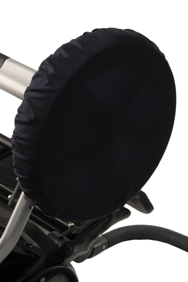 ЧехлыАксессуары<br>Простое решение для защиты от грязи и слякоти в осенне-зимнее время года.  То, что с малышом нужно чаще гулять, знают все. Но как же неохота после этого каждый раз мыть колёса у коляски. А и не нужно Представляем необычайно удобную вещь – специальные чехлы на колёса коляски.  Это прекрасная защита от грязи и слякоти. Незаменимы при ситуации, когда малыш заснул во время прогулки – ведь будить его не хочется. Просто наденьте чехлы на колёса и закатите коляску домой. Чистый пол и хорошее настроение проснувшегося малыша вам обеспечены. Ткань, из которой сделаны чехлы, легко стирается. Размеры чехлов универсальны и рассчитаны практически на любой тип коляски.  Удобно и просто. • защита от грязи и слякоти • не нужно после каждого выхода на улицу мыть колеса коляски • если малыш заснул на прогулке, а нужно уже возвращаться – просто оденьте на колеса чехлы и закатите коляску домой • удобная конструкция предотвратит высыпание засохшей грязи  В наборе 4 шт., d=28-38 см  Цвет: темно-синий<br><br>По сезону: Всесезон<br>Размер : UNI<br>Материал: Болонья<br>Количество в наличии: 1