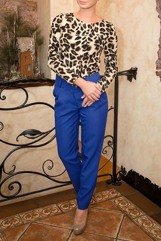 СвитшотБлузки<br>Выполненный из плотного трикотажа с яркой во всех смыслах звериной расцветкой, свитшот идеально впишется в различные образы: с юбками различных стилей и длины (мини, миди и макси), а также с брюками и джинсами. По спинке свитшот декорирован алмазной молнией под серебро, что делает его идеальным спутником различных стилей, а особенно денима.  В изделии использованы цвета: бежевый, коричневый и др.  Ростовка изделия 170 см.<br><br>Горловина: С- горловина<br>По материалу: Трикотаж<br>По рисунку: Животные мотивы,Леопард,С принтом,Цветные<br>По сезону: Весна,Зима,Лето,Осень,Всесезон<br>По силуэту: Прямые<br>По стилю: Повседневный стиль<br>По элементам: С отделочной фурнитурой<br>Рукав: Длинный рукав<br>Размер : 46,48,50<br>Материал: Трикотаж<br>Количество в наличии: 3