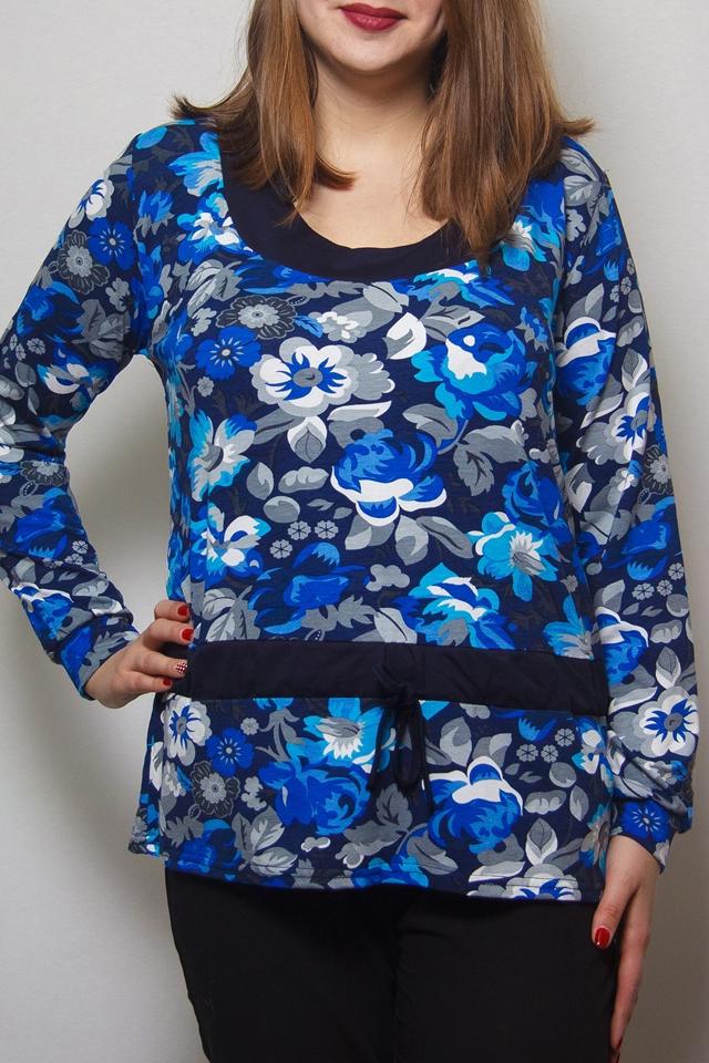 БлузкаБлузки<br>Цветная блузка с длинными рукавами. Модель выполнена из приятного трикотажа. Отличный выбор для повседневного гардероба.  В изделии использованы цвета: синий, голубой и др.  Ростовка изделия 164 см<br><br>Горловина: С- горловина<br>По материалу: Вискоза<br>По рисунку: Растительные мотивы,С принтом,Цветные,Цветочные<br>По сезону: Весна,Зима,Лето,Осень,Всесезон<br>По силуэту: Полуприталенные<br>По стилю: Повседневный стиль<br>Рукав: Длинный рукав<br>Размер : 50<br>Материал: Вискоза<br>Количество в наличии: 1