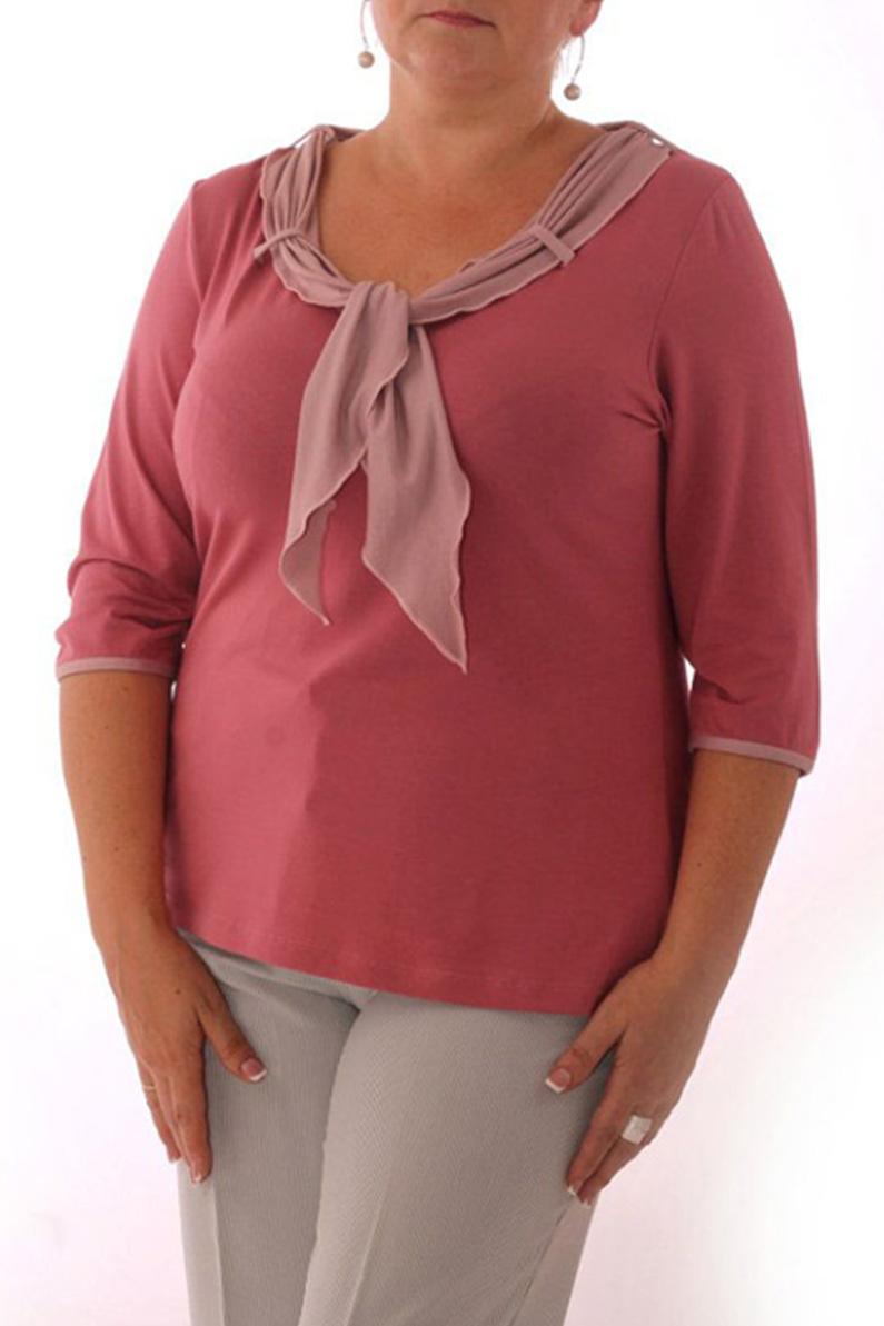 БлузкаБлузки<br>Женская блузка с круглой горловиной и рукавами 3/4. Модель выполнена из приятного трикотажа. Отличный выбор для повседневного гардероба.  Цвет: розовый<br><br>Горловина: С- горловина<br>По материалу: Вискоза,Трикотаж<br>По образу: Город,Свидание<br>По рисунку: Однотонные<br>По сезону: Весна,Всесезон,Зима,Лето,Осень<br>По силуэту: Полуприталенные<br>По элементам: С декором<br>Рукав: Рукав три четверти<br>По стилю: Повседневный стиль,Романтический стиль<br>Размер : 48,50,52,54<br>Материал: Вискоза<br>Количество в наличии: 14