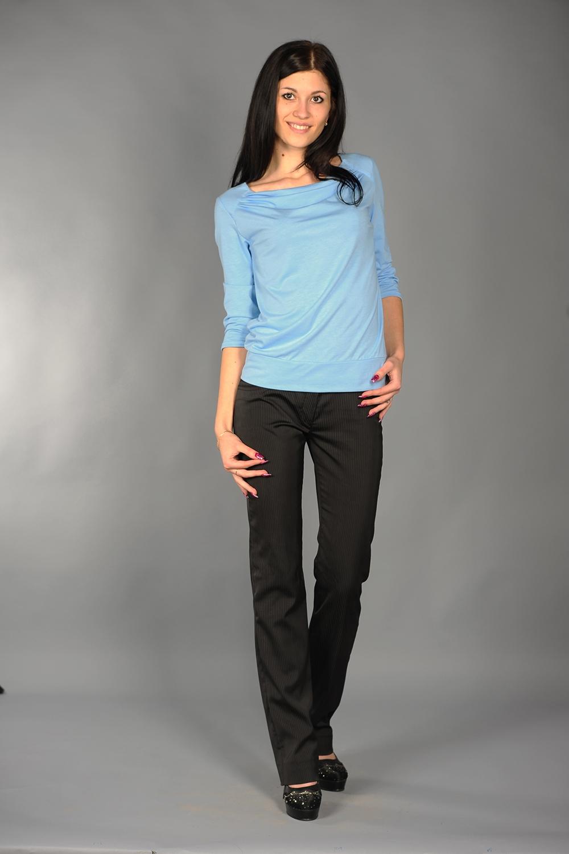 БлузкаБлузки<br>Классическая женская блузка из приятного к телу трикотажа станет основой Вашего повседневного гардероба.  Цвет: голубой.<br><br>По образу: Город,Офис<br>По рисунку: Однотонные<br>По силуэту: Полуприталенные,Прямые<br>По стилю: Классический стиль,Кэжуал,Офисный стиль,Повседневный стиль<br>Горловина: Лодочка<br>По материалу: Вискоза,Трикотаж<br>Рукав: Рукав три четверти<br>По сезону: Осень,Весна<br>Размер : 50-52<br>Материал: Вискоза<br>Количество в наличии: 1