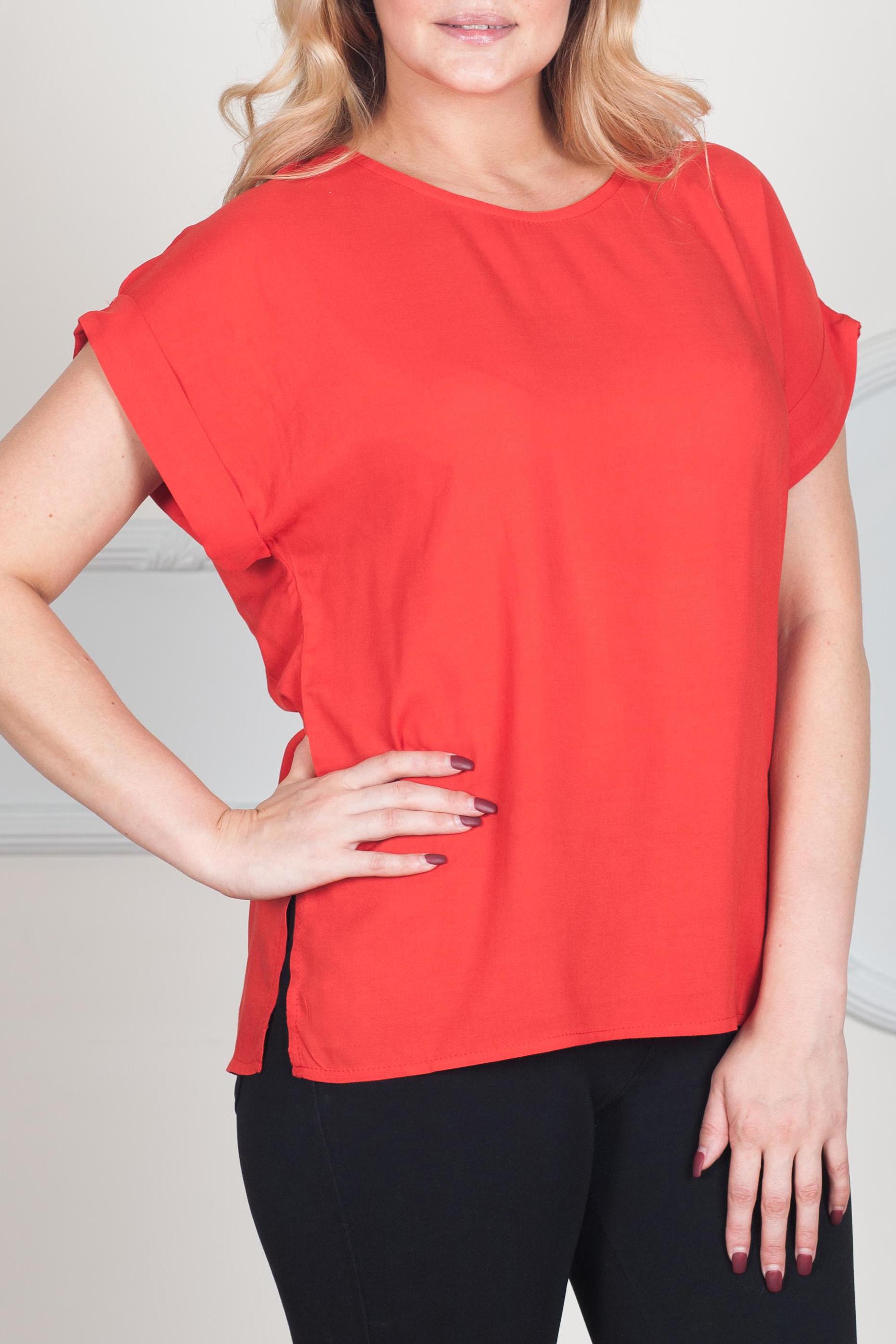 БлузаБлузки<br>Классическая женская блузка из приятного к телу трикотажа станет основой Вашего повседневного гардероба. Изделие с округлым вырезом горловины и короткими рукавами.  Цвет: красный.  Рост девушки-фотомодели 170 см<br><br>Горловина: С- горловина<br>По материалу: Хлопок<br>По образу: Город,Офис,Свидание<br>По рисунку: Однотонные<br>По сезону: Весна,Зима,Лето,Осень,Всесезон<br>По силуэту: Прямые<br>По стилю: Классический стиль,Кэжуал,Офисный стиль,Повседневный стиль<br>По элементам: С декором,С манжетами<br>Рукав: Короткий рукав<br>Размер : 42,44,46,48,50,52,54,56<br>Материал: Хлопок<br>Количество в наличии: 8