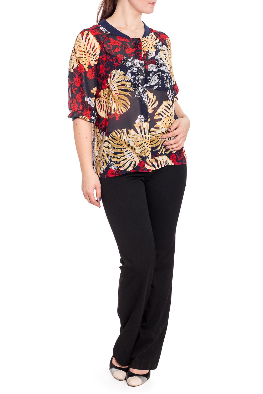 БлузкаБлузки<br>Изумительная, женственнная блузка с рукавами 3/4. Модель станет прекрасной составляющей Вашего модного гардероба.  В изделии использованы цвета: синий, бежевый, красный и др.  Рост девушки-фотомодели 180 см<br><br>Горловина: С- горловина<br>Застежка: С пуговицами<br>По материалу: Шифон<br>По рисунку: Растительные мотивы,С принтом,Цветные,Цветочные<br>По сезону: Весна,Зима,Лето,Осень,Всесезон<br>По силуэту: Полуприталенные<br>По стилю: Повседневный стиль<br>Рукав: Рукав три четверти<br>Размер : 50-52<br>Материал: Шифон<br>Количество в наличии: 1