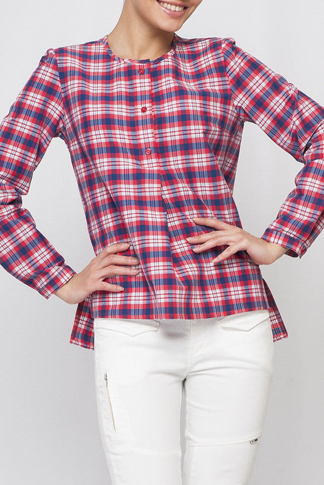БлузкаБлузки<br>Прекрасная блузка с круглой горловиной и длинными рукавами. Модель выполнена из приятного материала. Отличный выбор для повседневного гардероба.  Параметры изделия:  44 размер: обхват по линии груди 98 см, обхват по линии бедер 109 см, длина по спинке - 69 см, длина рукава - 60,7 см;  52 размер: обхват по линии груди 116 см, обхват по линии бедер 125 см, длина по спинке - 71,6 см, длина рукава - 62 см  Цвет: розовый, голубой, белый  Рост девушки-фотомодели 170 см<br><br>Горловина: С- горловина<br>Застежка: С пуговицами<br>По материалу: Блузочная ткань,Тканевые<br>По рисунку: Геометрия,С принтом,Цветные,В клетку<br>По сезону: Весна,Зима,Лето,Осень,Всесезон<br>По стилю: Повседневный стиль<br>Рукав: Длинный рукав<br>По силуэту: Прямые<br>По элементам: С манжетами<br>Размер : 40,42,44,46,48,50<br>Материал: Блузочная ткань<br>Количество в наличии: 6