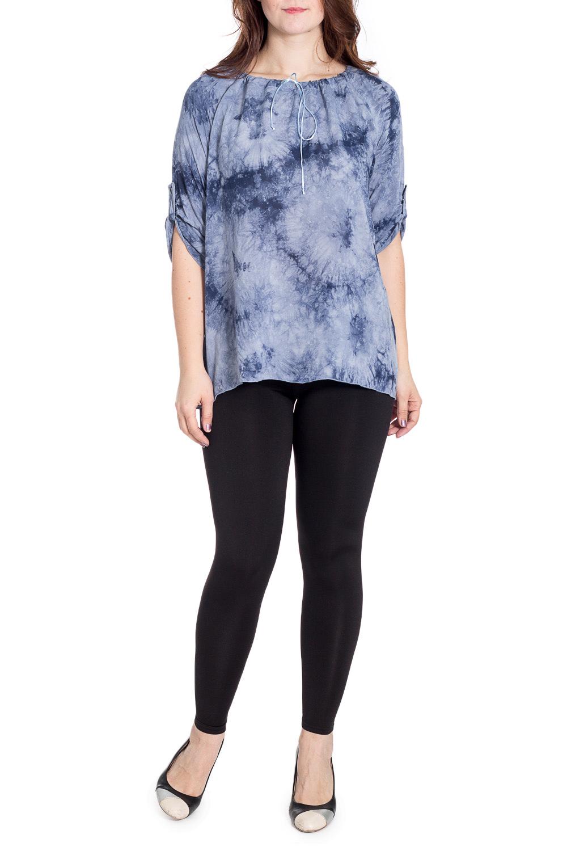БлузкаБлузки<br>Красивая блузка прямого силуэта. Модель выполнена из приятного материала. Отличный выбор для повседневного гардероба.  В изделии использованы цвета: голубой, синий  Рост девушки-фотомодели 180 см.<br><br>Горловина: С- горловина<br>По материалу: Тканевые<br>По рисунку: С принтом,Цветные<br>По сезону: Весна,Зима,Лето,Осень,Всесезон<br>По силуэту: Свободные<br>По стилю: Повседневный стиль<br>Рукав: Рукав три четверти<br>Размер : 44,50,52,56<br>Материал: Блузочная ткань<br>Количество в наличии: 5