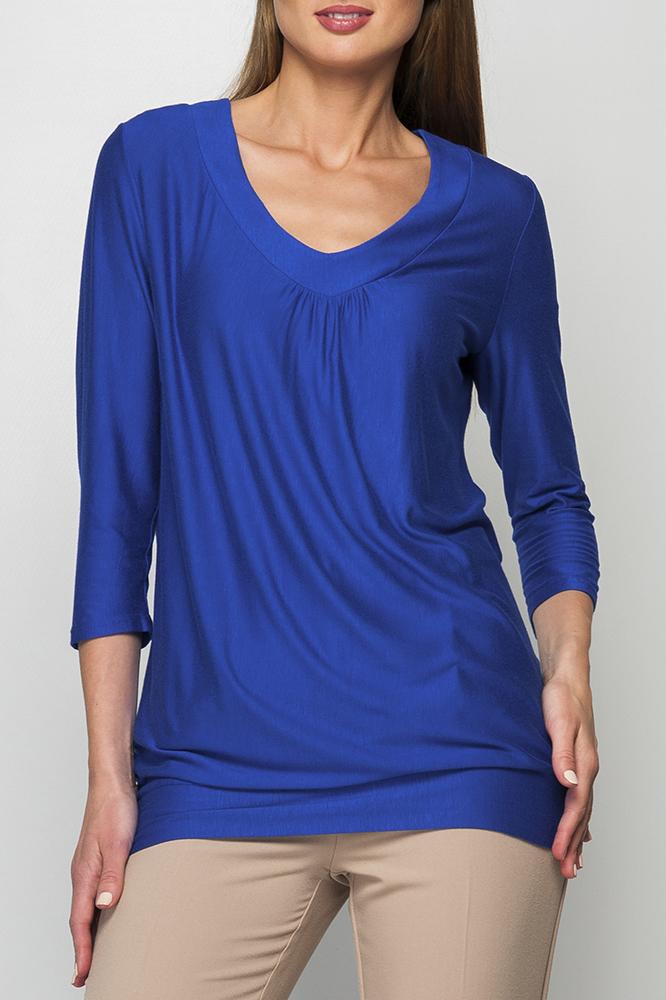 БлузкаБлузки<br>Трикотажная блузка, свободного силуэта, нежная расцветка ткани подойдет для любой обстановки и впишется в Ваш гардероб, будет сочетаться как с юбкой так и с брюками, пояс по низу изделия придает особую изящность.   Параметры изделия:  48 размер: длина изделия по спинке - 65см, ширина - 54см, длина рукава - 44см; 54 размер: длина изделия по спинке - 69см, ширина - 61см, длина рукава - 46см.  Цвет: синий  Рост девушки-фотомодели 170 см<br><br>Горловина: V- горловина<br>По материалу: Вискоза,Трикотаж<br>По рисунку: Однотонные<br>По сезону: Весна,Зима,Лето,Осень,Всесезон<br>По силуэту: Свободные<br>По стилю: Повседневный стиль<br>Рукав: Рукав три четверти<br>Размер : 48,54,56,60,62<br>Материал: Трикотаж<br>Количество в наличии: 5