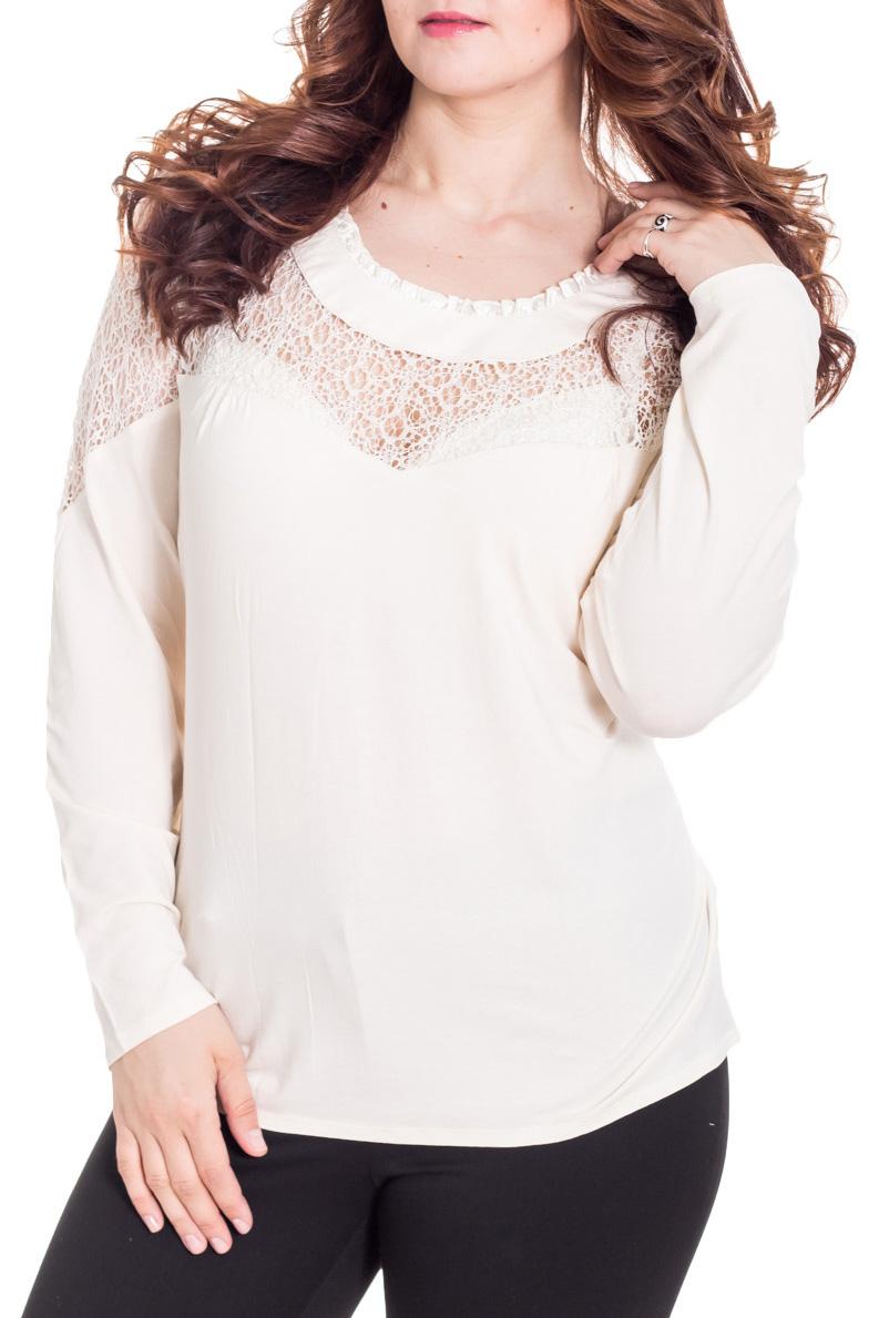 БлузкаБлузки<br>Прекрасная блузка с круглой горловиной и длинными рукавами. Модель выполнена из мягкой вискозы и гипюра. Отличный выбор для любого случая.  Цвет: молочный  Рост девушки-фотомодели 180 см<br><br>Горловина: С- горловина<br>По материалу: Вискоза,Гипюр<br>По рисунку: Однотонные<br>По сезону: Весна,Зима,Лето,Осень,Всесезон<br>По силуэту: Полуприталенные<br>По стилю: Нарядный стиль,Повседневный стиль<br>Рукав: Длинный рукав<br>Размер : 56,60,66<br>Материал: Вискоза + Гипюр<br>Количество в наличии: 6