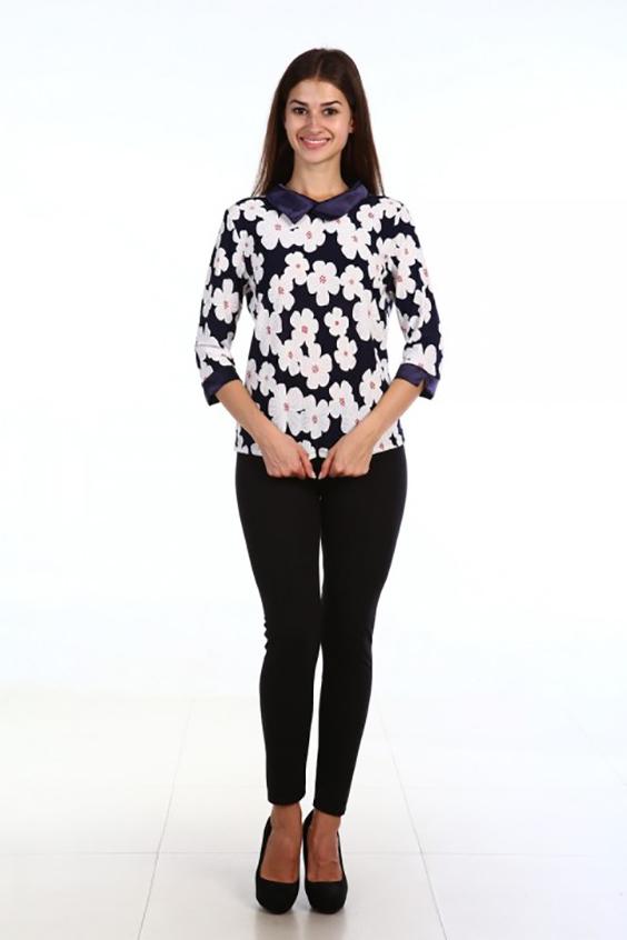 БлузкаБлузки<br>Цветная блузка с атласными манжетами и воротником. Модель выполнена из приятного материала. Отличный выбор для повседневного гардероба.  В изделии использованы цвета: темно-синий, белый  Ростовка изделия 170 см.<br><br>Воротник: Отложной<br>По материалу: Трикотаж<br>По рисунку: Растительные мотивы,С принтом,Цветные,Цветочные<br>По сезону: Весна,Зима,Лето,Осень,Всесезон<br>По силуэту: Приталенные<br>По стилю: Нарядный стиль,Повседневный стиль<br>По элементам: С манжетами<br>Рукав: Рукав три четверти<br>Размер : 50,52,54,56,58<br>Материал: Холодное масло + Атлас<br>Количество в наличии: 5
