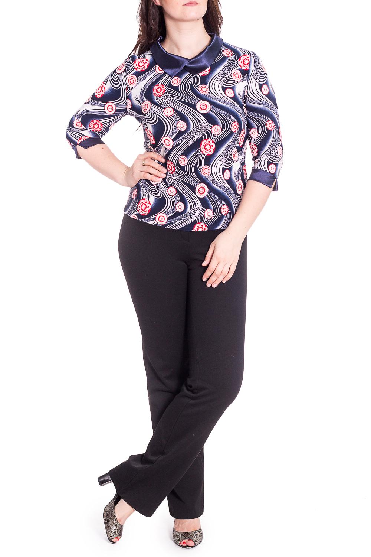 БлузкаБлузки<br>Чудесная блузка с ярким принтом. Модель выполнена из приятного материала. Отличный выбор для любого случая.  В изделии использованы цвета: синий, белый и др.  Рост девушки-фотомодели 180 см.<br><br>Воротник: Отложной<br>Горловина: С- горловина<br>По материалу: Атлас,Трикотаж<br>По рисунку: С принтом,Цветные<br>По сезону: Весна,Зима,Лето,Осень,Всесезон<br>По силуэту: Приталенные<br>По стилю: Нарядный стиль,Повседневный стиль<br>По элементам: С манжетами<br>Рукав: Рукав три четверти<br>Размер : 48,50,52,54,56,58<br>Материал: Холодное масло + Атлас<br>Количество в наличии: 43