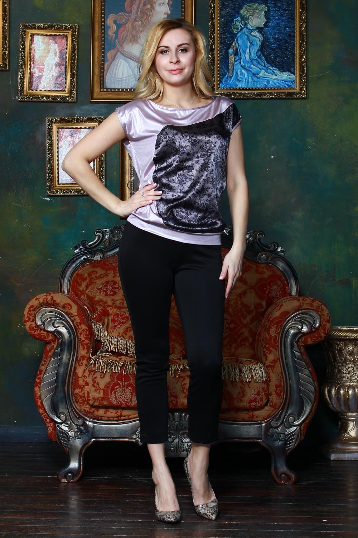 БлузкаБлузки<br>Элегантная свободная блуза на поясе из легкого трикотажного полотна со спущенной линией плеча, с вырезом лодочка, на полочке асимметричная фигурная вставка.   Длина изделия от 62 см до 66 см, в зависимости от размера.  Цвет: розово-сиреневый, черный и др.  Рост девушки-фотомодели 175 см<br><br>Горловина: Лодочка<br>По материалу: Вискоза,Трикотаж<br>По образу: Город,Свидание<br>По рисунку: Цветные<br>По сезону: Весна,Зима,Лето,Осень,Всесезон<br>По силуэту: Свободные<br>По стилю: Повседневный стиль,Нарядный стиль<br>По элементам: С декором<br>Рукав: Короткий рукав<br>Размер : 46,48,50,52<br>Материал: Холодное масло<br>Количество в наличии: 5