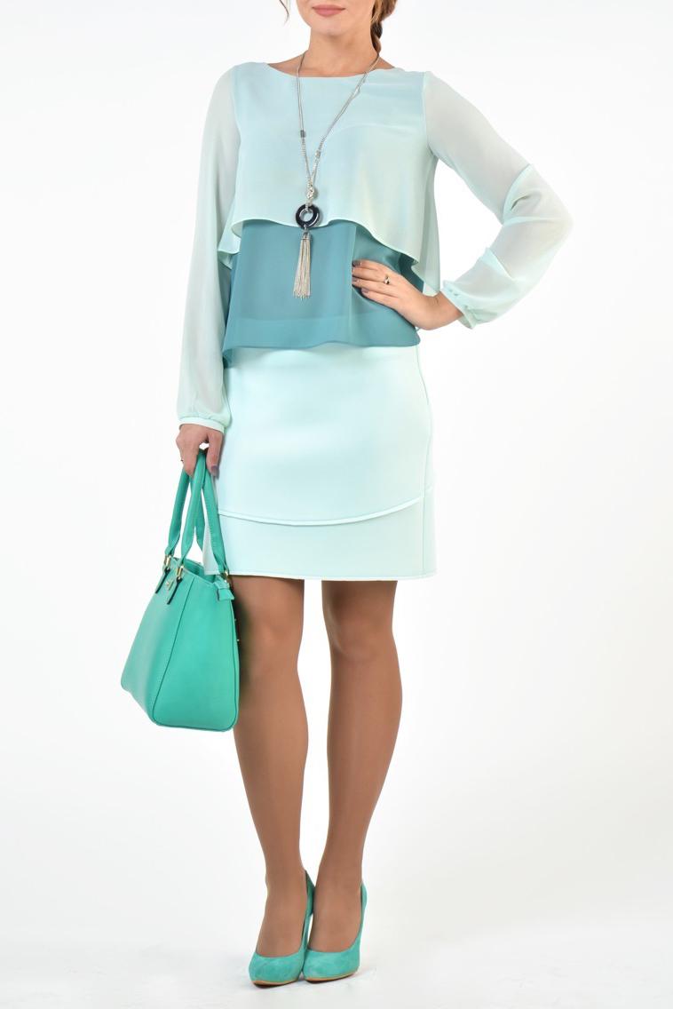 БлузкаБлузки<br>Великолепная блуза в потрясающем сочетании цветов выполнена из креп-шифона. Детали: вырез горловины округлый рукава длинные с небольшим напуском на маленьких манжетах. Низ асимметричный.  В изделии использованы цвета: мятный, бирюзовый  Рост девушки-фотомодели 176 см.<br><br>Горловина: С- горловина<br>По материалу: Шифон<br>По рисунку: Однотонные<br>По сезону: Весна,Зима,Лето,Осень,Всесезон<br>По силуэту: Свободные<br>По стилю: Повседневный стиль<br>По элементам: С манжетами,С фигурным низом<br>Рукав: Длинный рукав<br>Размер : 46,48,54<br>Материал: Шифон<br>Количество в наличии: 3