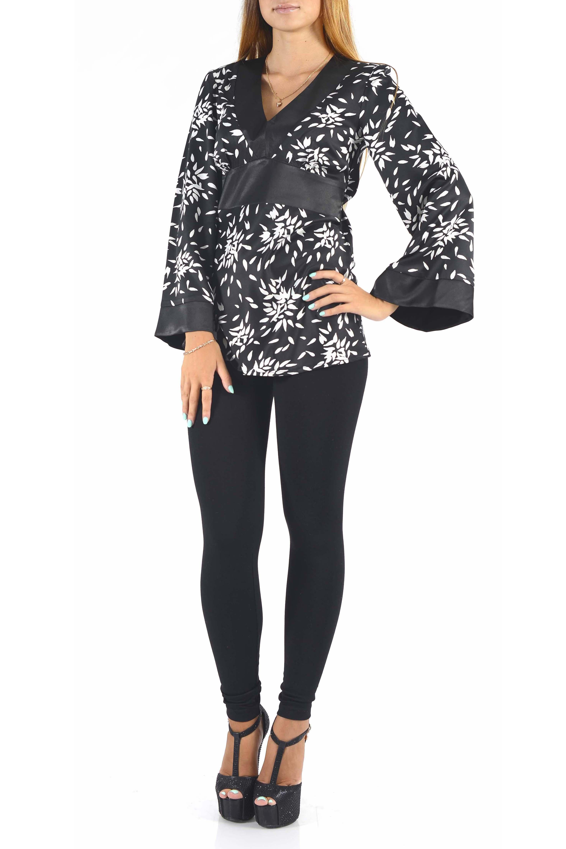 БлузкаБлузки<br>Шикарная женская удлиненная блузка из струящегося атласа.  Цвет: черный, белый.<br><br>Горловина: V- горловина<br>По материалу: Атлас,Вискоза<br>По образу: Свидание,Город<br>По рисунку: С принтом,Цветные<br>По сезону: Весна,Зима,Лето,Осень,Всесезон<br>По силуэту: Полуприталенные<br>По стилю: Повседневный стиль<br>Рукав: Длинный рукав<br>Размер : 44,46<br>Материал: Атлас<br>Количество в наличии: 2