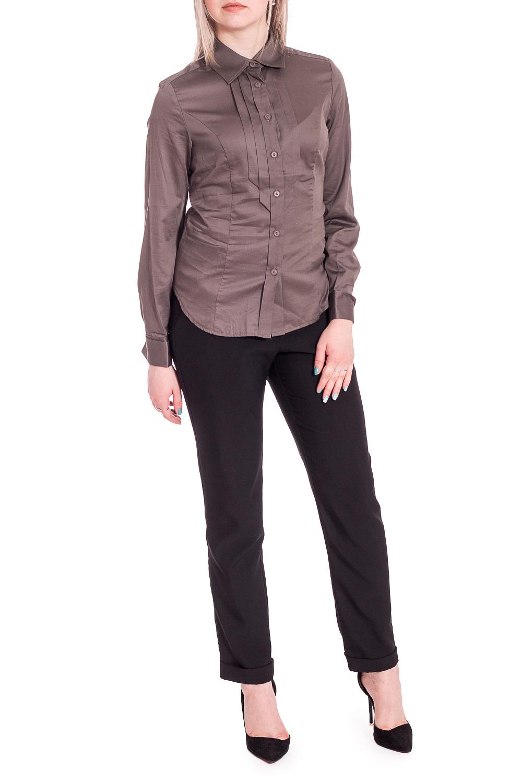 БлузкаБлузки<br>Блузка слегка прилегающего силуэта предназначена для повседневной носки, длина по спинке составляет 60-62 см (в зависимости от размера). Силуэт обеспечивают рельефы, расположенные на передней и задней стороне блузки. На спинке блузки кокетка и поясок, расположенный в области талии, позволяющий создать нужный объём. Воротник отложной на стойке.Рукав длинный, втачной, умеренно свободный в обхвате плеча, что обеспечивает его идеальную посадку и максимальное удобство в носке без ограничения функций сгибания/разгибания рук. Рукав заканчивается широкой манжетой на 2 пуговицы, подчёркивающей запястье. Внутри рукава имеются паты, позволяющие отрегулировать рукав по длине по Вашему желанию.Центральная застёжка-планка на пуговицы. Главными декоративными элементами, придающими блузке строгий нюанс, являются два парных ряда дополнительных планок с усеченными концами. Рекомендации по стилю: классическая женская блузка – это базовая, а значит, незаменимая вещь женского гардероба. Она легко вписывается в различные образы, иногда дополняя, а иногда играя в них ключевую роль. Если Вы сотрудник предприятия, использующего корпоративный стиль в одежде, блузку будет уместно сочетать со строгой юбкой или классическими брюками. В повседневной жизни блузка освежит и подчеркнёт удобство и практичность стиля CASUAL. Простая классическая блузка добавит женственности и изящества в стиль DENIM. Заправленная в длинную юбку в пол, блузка завершит вечерний или торжественный образ. Без утеплителя. Без подкладки. Особенности материала, волокнистый состав:Блузка выполнена из 100% хлопковой ткани, обладающей высокими гигиеническими свойствами и другими достоинствами: прекрасно впитывает влагу, приятна на ощупь, не вызывает аллергии, лёгкая в уходе, не накапливает статическое электричество, обладает теплоизолирующими свойствами, поэтому прекрасно подходит для лета.Рекомендации по уходу:Ручная или деликатная машинная стирка при температуре не &gt;35°-40°. При этом можно использовать моющ