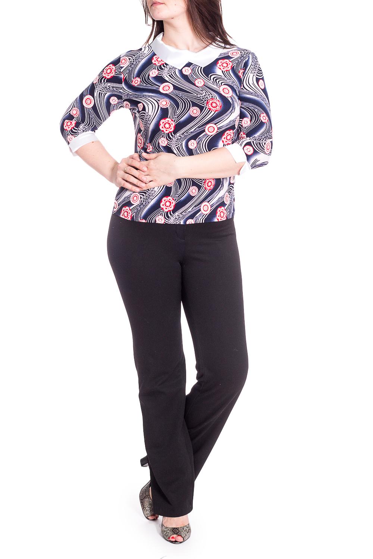 БлузкаБлузки<br>Чудесная блузка с ярким принтом. Модель выполнена из приятного материала. Отличный выбор для любого случая.  В изделии использованы цвета: синий, белый и др.  Рост девушки-фотомодели 180 см.<br><br>Воротник: Отложной<br>Горловина: С- горловина<br>По материалу: Атлас,Трикотаж<br>По рисунку: С принтом,Цветные<br>По сезону: Весна,Зима,Лето,Осень,Всесезон<br>По силуэту: Приталенные<br>По стилю: Нарядный стиль,Повседневный стиль<br>По элементам: С манжетами<br>Рукав: Рукав три четверти<br>Размер : 48,50,52,54,56,58<br>Материал: Холодное масло + Атлас<br>Количество в наличии: 29