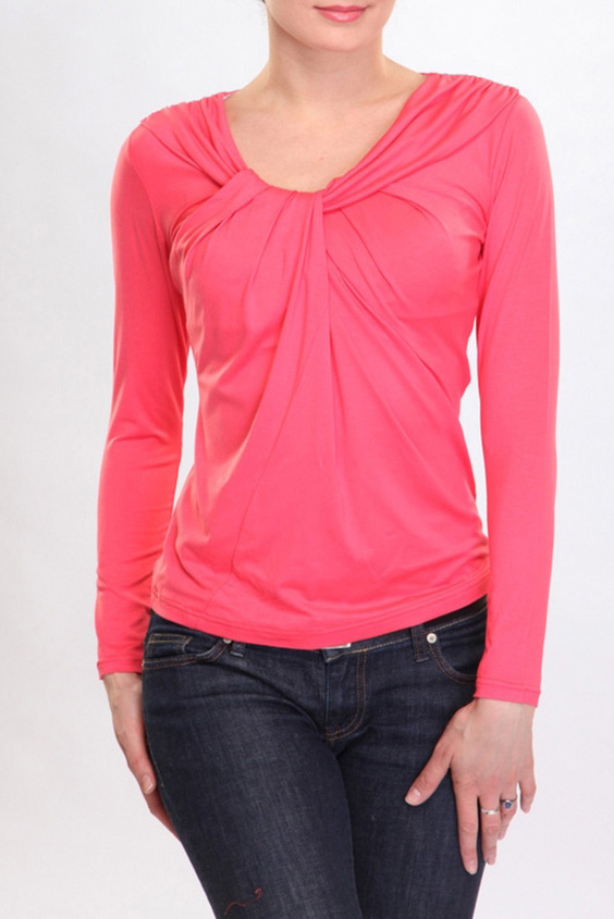БлузкаБлузки<br>Элегантная женская блузка с оригинальной драпировкой вокруг выреза горловины. Зрительно увеличивает небольшую грудь и скрывает недостатки фигуры. Может служить как повседневным так и праздничным элементом женского гардероба.  Цвет: розовый  Ростовка изделия 170 см.<br><br>Горловина: С- горловина<br>По материалу: Вискоза,Трикотаж<br>По рисунку: Однотонные<br>По сезону: Весна,Зима,Лето,Осень,Всесезон<br>По силуэту: Полуприталенные<br>По стилю: Повседневный стиль<br>По элементам: С декором<br>Рукав: Длинный рукав<br>Размер : 46,50,54,56<br>Материал: Трикотаж<br>Количество в наличии: 4