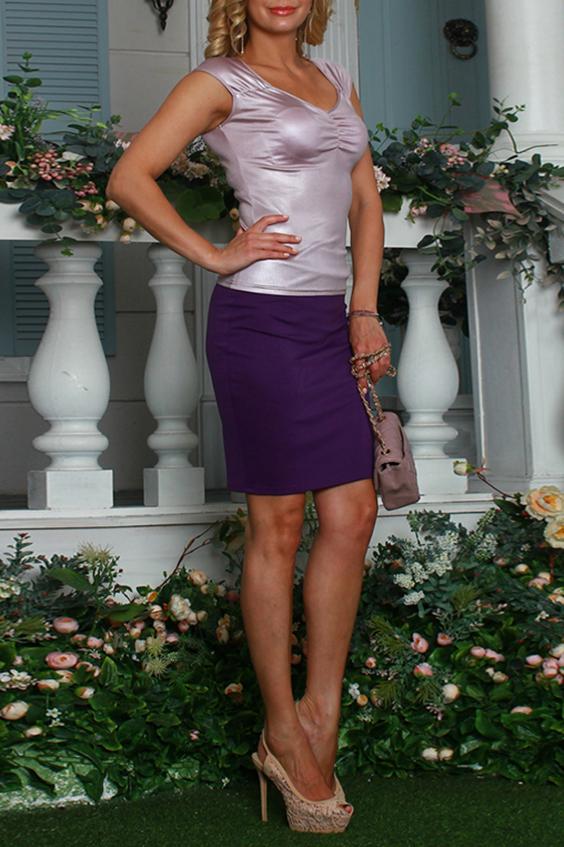 БлузкаБлузки<br>Блуза прилегающего силуэта из легкого струящегося трикотажного полотна. Полочка задрапирована с помощью резинки, срезы проймы и горловины окантованы.  Длина изделия от 53 см до 59 см, в зависимости от размера.  Цвет: розовый перламутр   Рост девушки-фотомодели 175 см<br><br>Горловина: V- горловина<br>По материалу: Вискоза,Трикотаж<br>По рисунку: Однотонные<br>По сезону: Весна,Зима,Лето,Осень,Всесезон<br>По силуэту: Приталенные<br>По стилю: Повседневный стиль<br>По элементам: Со складками<br>Рукав: Короткий рукав<br>Размер : 46,48,50,52,54<br>Материал: Вискоза<br>Количество в наличии: 6