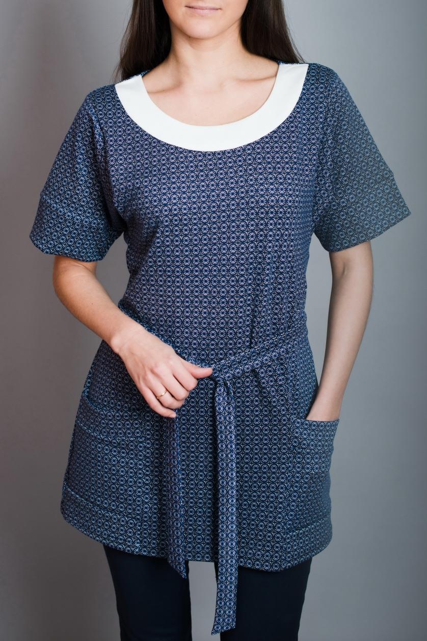 БлузаТуники<br>Цветная блузка полуприталенного силуэта. Модель выполнена из приятного материала. Отличный выбор для повседневного гардероба. Блузка без пояса.  В изделии использованы цвета: синий, белый  Ростовка изделия 170 см.<br><br>Горловина: С- горловина<br>По материалу: Вискоза,Трикотаж<br>По образу: Город<br>По рисунку: С принтом,Цветные<br>По силуэту: Полуприталенные<br>По стилю: Повседневный стиль<br>По элементам: С карманами<br>Рукав: До локтя<br>По сезону: Осень,Весна<br>Размер : 48,50,52,54,56<br>Материал: Джерси<br>Количество в наличии: 5