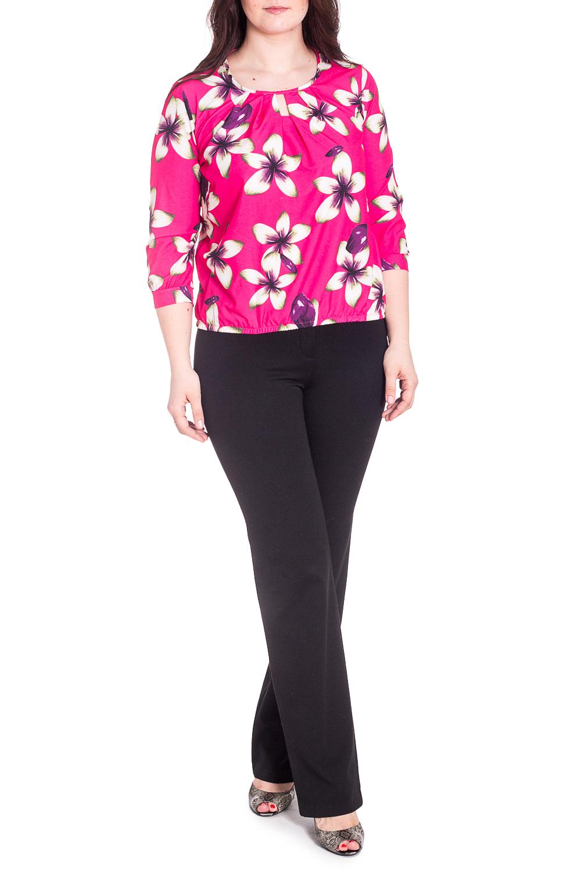 БлузкаБлузки<br>Чудесная блузка с цветочным принтом. Модель выполнена из приятного материала. Отличный выбор для любого случая.  В изделии использованы цвета: розовый, белый и др.  Рост девушки-фотомодели 180 см.<br><br>Горловина: С- горловина<br>По материалу: Блузочная ткань,Тканевые<br>По рисунку: Растительные мотивы,С принтом,Цветные,Цветочные<br>По сезону: Весна,Зима,Лето,Осень,Всесезон<br>По силуэту: Полуприталенные<br>По стилю: Повседневный стиль<br>Рукав: Рукав три четверти<br>Размер : 48,50,52,54,56<br>Материал: Блузочная ткань<br>Количество в наличии: 25