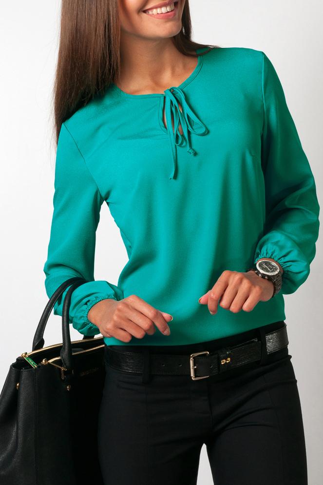 БлузкаБлузки<br>Восхитительная блузка свободного силуэта с длинными рукавами. Модель выполнена из воздушного шифона. Отличный выбор для любого случая.  Цвет: бирюзовый  Параметры изделия: 44 размер: обхват по линии груди - 98 см, обхват по линии бедер - 98 см, длина изделия - 63 см, длина рукава - 58,5 см; 52 размер: обхват по линии груди - 114 см, обхват по линии бедер - 114 см, длина изделия - 66,5 см, длина рукава - 58,5 см.  Рост девушки-фотомодели 170 см<br><br>Горловина: С- горловина<br>Застежка: С завязками<br>По материалу: Шифон<br>По рисунку: Однотонные<br>По сезону: Весна,Зима,Лето,Осень,Всесезон<br>По силуэту: Свободные<br>По стилю: Нарядный стиль,Офисный стиль,Повседневный стиль<br>По элементам: С декором<br>Рукав: Длинный рукав<br>Размер : 48,56<br>Материал: Шифон<br>Количество в наличии: 2