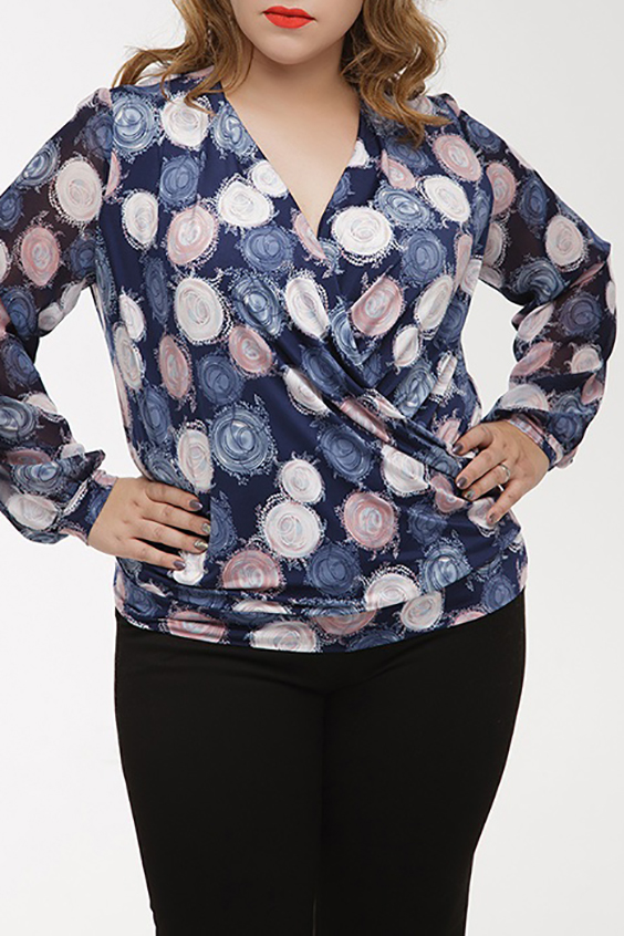 БлузкаБлузки<br>Изящная блуза из струящегося трикотажного полотна с запахом. Рукав втачной длинный на манжете, выполнен из шифона. Низ блузы оформлен широким манжетом.  Длина изделия по спинке: 66 см  В изделии использованы цвета: синий, белый и др.  Ростовка изделия 164-170 см.  Параметры размеров: 40 размер - обхват груди 80 см., обхват талии 62 см., обхват бедер 86 см. 42 размер - обхват груди 84 см., обхват талии 66 см., обхват бедер 90 см. 44 размер - обхват груди 88 см., обхват талии 70 см., обхват бедер 94 см. 46 размер - обхват груди 92 см., обхват талии 74 см., обхват бедер 98 см. 48 размер - обхват груди 96 см., обхват талии 78 см., обхват бедер 102 см. 50 размер - обхват груди 100 см., обхват талии 82 см., обхват бедер 106 см. 52 размер - обхват груди 104 см., обхват талии 86 см., обхват бедер 110 см. 54 размер - обхват груди 110 см., обхват талии 92 см., обхват бедер 116 см. 56 размер - обхват груди 116 см., обхват талии 98 см., обхват бедер 122 см. 58 размер - обхват груди 122 см., обхват талии 104 см., обхват бедер 128 см. 60 размер - обхват груди 128 см., обхват талии 110 см., обхват бедер 134 см.<br><br>Горловина: V- горловина,Запах<br>По материалу: Трикотаж,Шифон<br>По рисунку: В горошек,С принтом,Цветные<br>По сезону: Весна,Зима,Лето,Осень,Всесезон<br>По силуэту: Полуприталенные<br>По стилю: Повседневный стиль<br>По элементам: С манжетами<br>Рукав: Длинный рукав<br>Размер : 50,52,54,60<br>Материал: Холодное масло + Шифон<br>Количество в наличии: 6