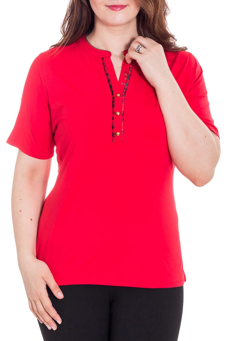 БлузкаБлузки<br>Красивая блузка с короткими рукавами. Модель выполнена из приятного материала. Отличный выбор для повседневного гардероба.  Цвет: красный  Рост девушки-фотомодели 180 см<br><br>Горловина: V- горловина<br>По материалу: Вискоза<br>По рисунку: Однотонные<br>По сезону: Весна,Зима,Лето,Осень,Всесезон<br>По силуэту: Полуприталенные<br>По стилю: Повседневный стиль,Летний стиль<br>По элементам: С декором<br>Рукав: До локтя<br>Размер : 52<br>Материал: Вискоза<br>Количество в наличии: 1
