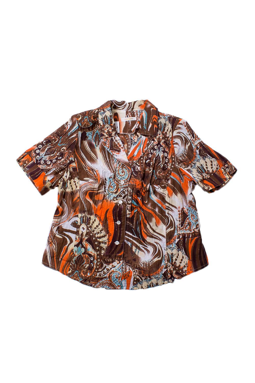 БлузкаБлузки<br>Цветная блузка с короткими рукавами. Модель выполнена из приятного материала. Отличный выбор для повседневного гардероба.  В изделии использованы цвета: коричневый, оранжевый и др.  Ростовка изделия 170 см.<br><br>Воротник: Отложной<br>Горловина: V- горловина<br>Застежка: С пуговицами<br>По материалу: Тканевые,Хлопок<br>По образу: Город<br>По рисунку: С принтом,Цветные<br>По сезону: Весна,Зима,Лето,Осень,Всесезон<br>По силуэту: Полуприталенные<br>По стилю: Повседневный стиль<br>По элементам: С манжетами<br>Рукав: Короткий рукав<br>Размер : 66<br>Материал: Блузочная ткань<br>Количество в наличии: 1