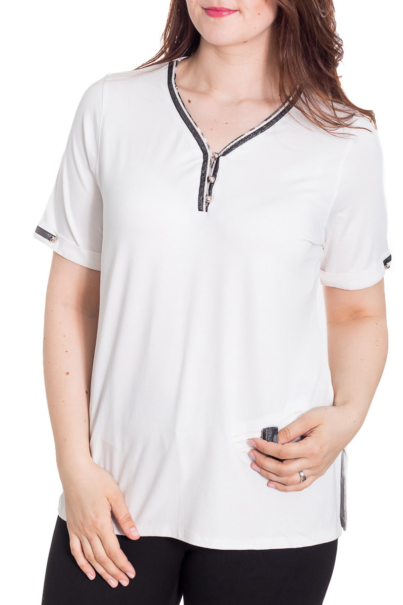 БлузкаБлузки<br>Красивая блузка с короткими рукавами. Модель выполнена из приятного материала. Отличный выбор для повседневного гардероба.  Цвет: белый  Рост девушки-фотомодели 180 см<br><br>Горловина: V- горловина<br>По материалу: Вискоза<br>По рисунку: Однотонные<br>По сезону: Весна,Зима,Лето,Осень,Всесезон<br>По силуэту: Полуприталенные<br>По стилю: Повседневный стиль<br>По элементам: С декором<br>Рукав: До локтя<br>Размер : 52<br>Материал: Вискоза<br>Количество в наличии: 1