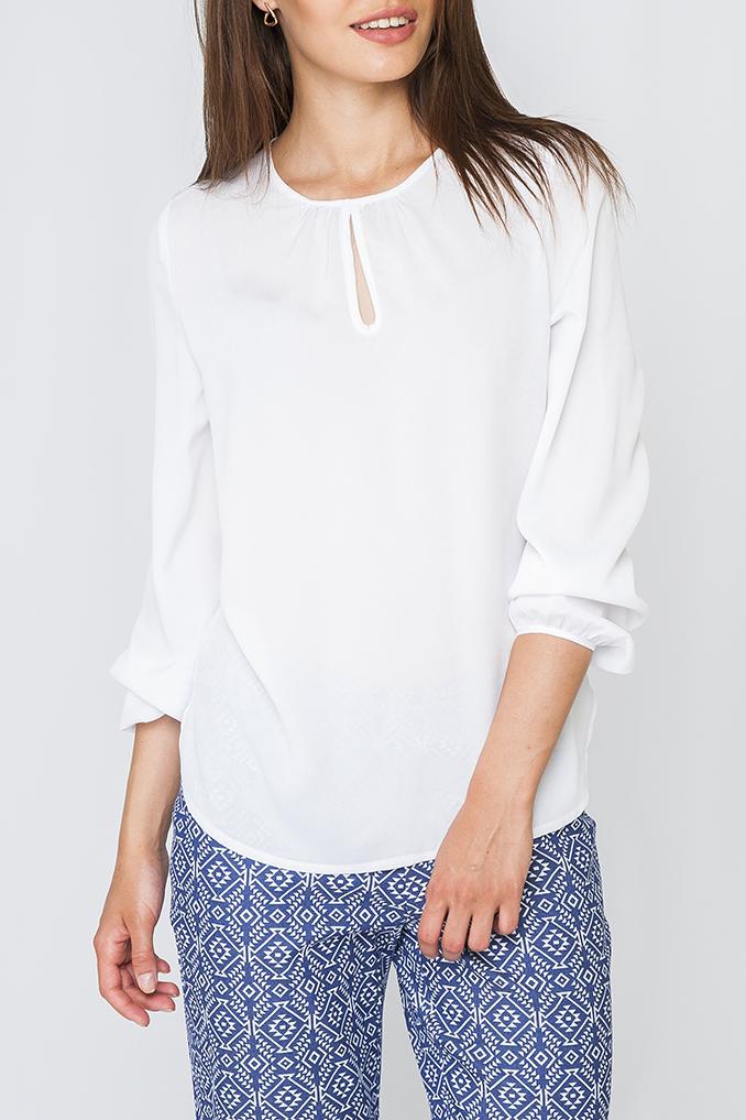 БлузкаБлузки<br>Красивая женская блузка свободного силуэта с капелькой и длинными рукавами. Модель выполнена из приятного материала. Отличный выбор для любого случая.  Цвет: белый  Рост девушки-фотомодели 170 см   Параметры изделия: 44 размер: обхват груди 102 см, обхват бедер 104 см, длина рукава 60 см, длина излделия 62 см;  52 размер: обхват груди 118 см, обхват бедер 120 см, длина рукава 61 см, длина излделия 66,5 см.<br><br>Горловина: С- горловина<br>По материалу: Шифон<br>По образу: Город,Офис,Свидание<br>По рисунку: Однотонные<br>По сезону: Весна,Зима,Лето,Осень,Всесезон<br>По силуэту: Свободные<br>По стилю: Нарядный стиль,Офисный стиль,Повседневный стиль,Классический стиль<br>Рукав: Длинный рукав<br>Размер : 60<br>Материал: Блузочная ткань<br>Количество в наличии: 1
