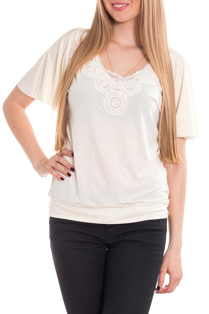 БлузкаБлузки<br>Красивая блузка с круглой горловиной и короткими рукавами. Модель выполнена из легкого трикотажа. Отличный выбор для повседневного образа.  Цвет: белый, молочный.  Рост девушки-фотомодели 170 см<br><br>Горловина: С- горловина<br>По материалу: Трикотаж<br>По рисунку: Однотонные<br>По сезону: Весна,Зима,Лето,Осень,Всесезон<br>По силуэту: Полуприталенные<br>По стилю: Повседневный стиль,Романтический стиль,Летний стиль<br>По элементам: С декором<br>Рукав: Короткий рукав<br>Размер : 44-46<br>Материал: Холодное масло<br>Количество в наличии: 3
