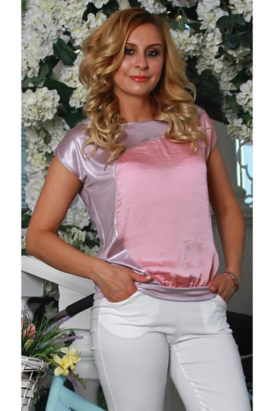 БлузкаБлузки<br>Комбинированная  блуза из легкого струящегося трикотажного полотна прямого силуэта на поясе со спущенной линией плеча, с вырезом лодочка, на полочке асимметричная фигурная вставка.   Длина изделия от 61 см до 65 см , в зависимости от размера.   Нежная, воздушная блуза насыщенного цвета подарит чувство лёгкости и летнее настроение Свободный крой модели не сковывают движений и позволяет чувствовать себя очень комфортно.  В изделии использованы цвета: сиреневый, розовый.  Рост девушки-фотомодели 175 см<br><br>Горловина: Лодочка<br>По материалу: Вискоза,Трикотаж<br>По образу: Город,Офис,Свидание<br>По рисунку: Однотонные<br>По сезону: Весна,Зима,Лето,Осень,Всесезон<br>По силуэту: Свободные<br>По стилю: Классический стиль,Кэжуал,Летний стиль,Офисный стиль,Повседневный стиль,Романтический стиль<br>По элементам: С декором<br>Рукав: Короткий рукав<br>Размер : 46,48,50,52,54<br>Материал: Холодное масло<br>Количество в наличии: 5