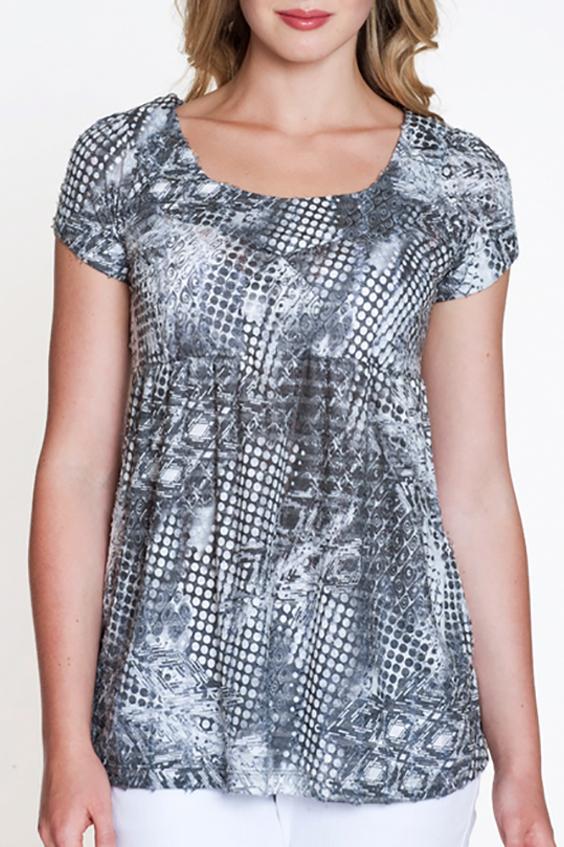БлузкаБлузки<br>Красивая блузка с короткими рукавами. Модель выполнена из мягкой вискозы. Отличный выбор для повседневного гардероба.  Цвет: серый, белый  Росовка изделия 170 см<br><br>Горловина: С- горловина<br>По материалу: Трикотаж<br>По рисунку: С принтом,Цветные<br>По сезону: Весна,Зима,Лето,Осень,Всесезон<br>По силуэту: Полуприталенные<br>По стилю: Повседневный стиль<br>Рукав: Короткий рукав<br>Размер : 46<br>Материал: Трикотаж<br>Количество в наличии: 1