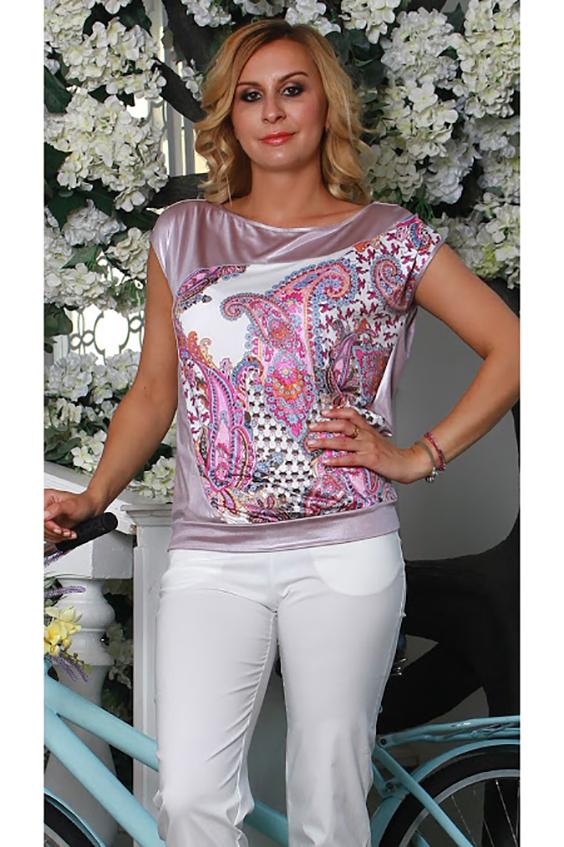 БлузкаБлузки<br>Свободная блуза на поясе со спущенной линией плеча, с вырезом лодочка ,спинка однотонная, на полочке асимметричная фигурная вставка из трикотажа с  набивным рисунком.  Длина изделия от 61 см до 65 см , в зависимости от размера.   Легкая, струящаяся блуза с принтом, который наряден сам по себе и не требует сложных и оригинальных дополнений, превратит свою обладательницу в нежное и грациозное создание. Свободный крой модели не сковывают движений и позволяет чувствовать себя очень комфортно.  В изделии использованы цвета: розовый, белый.  Рост девушки-фотомодели 175 см<br><br>Горловина: Лодочка<br>По материалу: Вискоза,Трикотаж<br>По образу: Город,Круиз,Свидание<br>По рисунку: С принтом,Цветные,Этнические<br>По сезону: Весна,Зима,Лето,Осень,Всесезон<br>По силуэту: Свободные<br>По стилю: Повседневный стиль<br>Рукав: Короткий рукав<br>Размер : 46<br>Материал: Холодное масло<br>Количество в наличии: 1