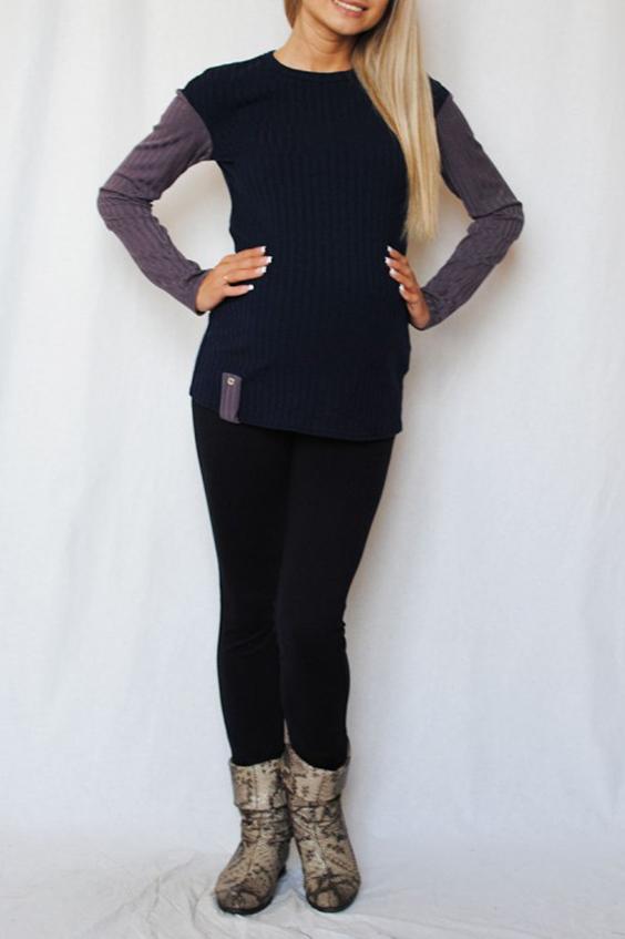 ДжемперКофты для будущих мам<br>Прекрасный джемпер, выполненная из двух видов трикотажного полотна, с длинным рукавом и округлым вырезом горловины. Отличный вариант с брючками и джинсами, подходит как во время беременности так и после родов.  В изделии использованы цвета: синий, серый  Параметры для 42 размера:  Длина изделия по спинке 62 см. Длина рукава 56 см.  Ростовка изделия 170 см<br><br>Горловина: С- горловина<br>По длине: Средней длины<br>По материалу: Вискоза,Трикотаж<br>По рисунку: Цветные<br>По стилю: Повседневный стиль<br>По форме: Джемперы<br>Рукав: Длинный рукав<br>По сезону: Зима<br>Размер : 48<br>Материал: Трикотаж<br>Количество в наличии: 2