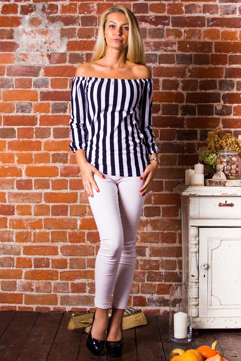 БлузкаБлузки<br>Очень удобная и модная блузка в вертикальную полоску для женщин. Модель выполнена из приятного трикотажа. Отличный выбор для любого случая.Замеры для изделия 52 размера:Длина по спине — 53 см;Длина рукава — 48 см.В изделии использованы цвета: темно-синий, белыйРостовка изделия 164 см.Параметры размеров:40 размер - обхват груди 80 см., обхват талии 62 см., обхват бедер 86 см.42 размер - обхват груди 84 см., обхват талии 66 см., обхват бедер 92 см.44 размер - обхват груди 88 см., обхват талии 70 см., обхват бедер 96 см.46 размер - обхват груди 92 см., обхват талии 74 см., обхват бедер 100 см.48 размер - обхват груди 96 см., обхват талии 78 см., обхват бедер 104 см.50 размер - обхват груди 100 см., обхват талии 82 см., обхват бедер 108 см.52 размер - обхват груди 104 см., обхват талии 86 см., обхват бедер 112 см.54 размер - обхват груди 108 см., обхват талии 90 см., обхват бедер 116 см.56 размер - обхват груди 112 см., обхват талии 94 см., обхват бедер 120 см.58 размер - обхват груди 116 см., обхват талии 98 см., обхват бедер 124 см.60 размер - обхват груди 120 см., обхват талии 100 см., обхват бедер 128 см.<br><br>Материал: Трикотаж,Хлопок<br>Рисунок: В полоску,Цветные<br>Рукав: Длинный рукав<br>Сезон: Весна,Зима,Лето,Осень,Всесезон<br>Силуэт: Полуприталенные<br>Стиль: Винтаж,Молодежный стиль,Повседневный стиль<br>Элементы: С открытыми плечами<br>Размер : 42,46<br>Материал: Трикотаж<br>Количество в наличии: 2