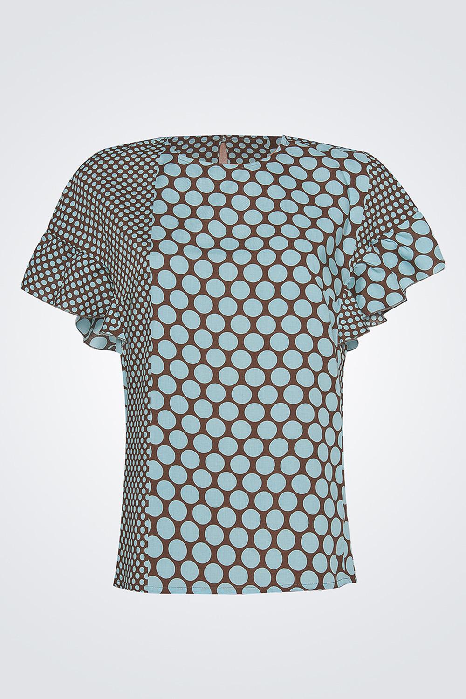 БлузкаБлузки<br>Женская блуза прямого силуэта длиной до бедер, горловина изделия круглая, обработана окантовкой, рукав оформлен пышными воланами, застежка по спинке изделия на пуговицу.   Параметры изделия:  44 размер: обхват груди - 92 см, длина изделия - 60 см;  52 размер: обхват груди - 110 см, длина изделия - 63 см.  Цвет: голубой, кофейный.<br><br>Горловина: С- горловина<br>По материалу: Хлопок<br>По образу: Город,Свидание<br>По рисунку: В горошек,С принтом,Цветные<br>По сезону: Весна,Зима,Лето,Осень,Всесезон<br>По силуэту: Прямые<br>По стилю: Повседневный стиль<br>Рукав: Короткий рукав<br>Размер : 42,44,46,48,50<br>Материал: Хлопок<br>Количество в наличии: 5