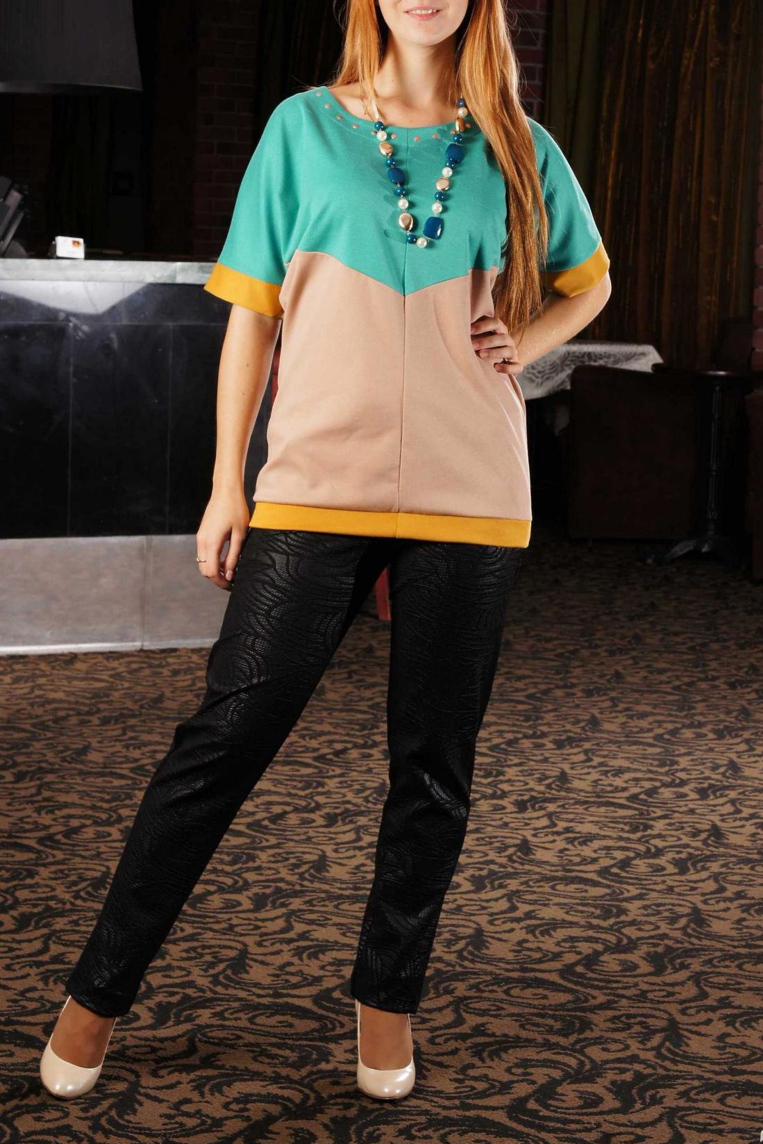ТуникаТуники<br>Стильная женская блузка из плотного трикотажа с очень оригинальным сочетанием цветов. Такая блузка обязательно согреет своим ярким цветом в пасмурный осенний день и точно поднимет настроение.  Блуза свободного кроя из плотного трикотажа. Перед с центральным швом и двумя широкими вставками из контрастного материала, сходящимися углом по центру изделия. Спинка аналогична переду. Горловина округлая с широкой декоративной отстрочкой. Рукава цельнокроеные, широкие, длиной до локтя. Низ блузы и рукавов обработан узкой двойной манжетой.  Бусы в комплект не входят.  Цвет: бирюзовый, бежевый, оранжевый.  Длина изделия до 50 размера - 60 см<br><br>Горловина: С- горловина<br>По материалу: Трикотаж<br>По рисунку: Цветные<br>По сезону: Весна,Осень<br>По силуэту: Прямые,Свободные<br>По стилю: Кэжуал,Повседневный стиль<br>По элементам: С манжетами<br>Рукав: До локтя<br>Размер : 48,56<br>Материал: Джерси<br>Количество в наличии: 2