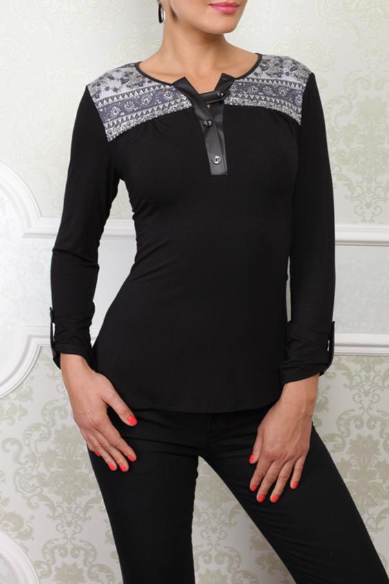 БлузкаБлузки<br>Трикотажная блузка комфортная и стильная. На плечах кокетка из контрастной ткани, планочка из ткани под кожу на 3-х пуговках. Низ рукава украшен патой из ткани под кожу.  Цвет: черный, белый  Параметры (обхват груди; обхват талии; обхват бедер): 44 размер - 88; 66,4; 96 см 46 размер - 92; 70,6; 100 см 48 размер - 96; 74,2; 104 см 50 размер - 100; 90; 106 см 52 размер - 104; 94; 110 см 54-56 размер - 108-112; 98-102; 114-118 см 58-60 размер - 116-120; 106-110; 124-130 см<br><br>Застежка: С пуговицами<br>По материалу: Вискоза,Трикотаж<br>По рисунку: Цветные,С принтом<br>По сезону: Весна,Всесезон,Зима,Лето,Осень<br>По силуэту: Приталенные<br>По стилю: Повседневный стиль<br>По элементам: С декором,С патами<br>Рукав: Длинный рукав<br>Горловина: Фигурная горловина<br>Размер : 48,50,52,54-56<br>Материал: Вискоза<br>Количество в наличии: 4