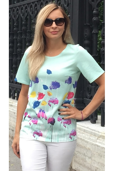 БлузкаБлузки<br>Блуза с вытачками прямого силуэта из плотного трикотажного полотна с узорным эффектом и купонным рисунком. Рукав втачной, до локтя.   Длина изделия от 67 см, в зависимости от размера.   Нежный мятный цвет и яркий принт подарят ощущение летней легкости, а прямой крой поможет визуально сделать силуэт стройнее  В изделии использованы цвета: мятный, сиреневый, розовый.  Рост девушки-фотомодели 175 см<br><br>Горловина: С- горловина<br>По материалу: Вискоза,Трикотаж<br>По рисунку: Растительные мотивы,С принтом,Цветные,Цветочные<br>По сезону: Весна,Зима,Лето,Осень,Всесезон<br>По силуэту: Прямые<br>По стилю: Летний стиль,Повседневный стиль<br>Рукав: Короткий рукав<br>Размер : 46,48<br>Материал: Холодное масло<br>Количество в наличии: 2