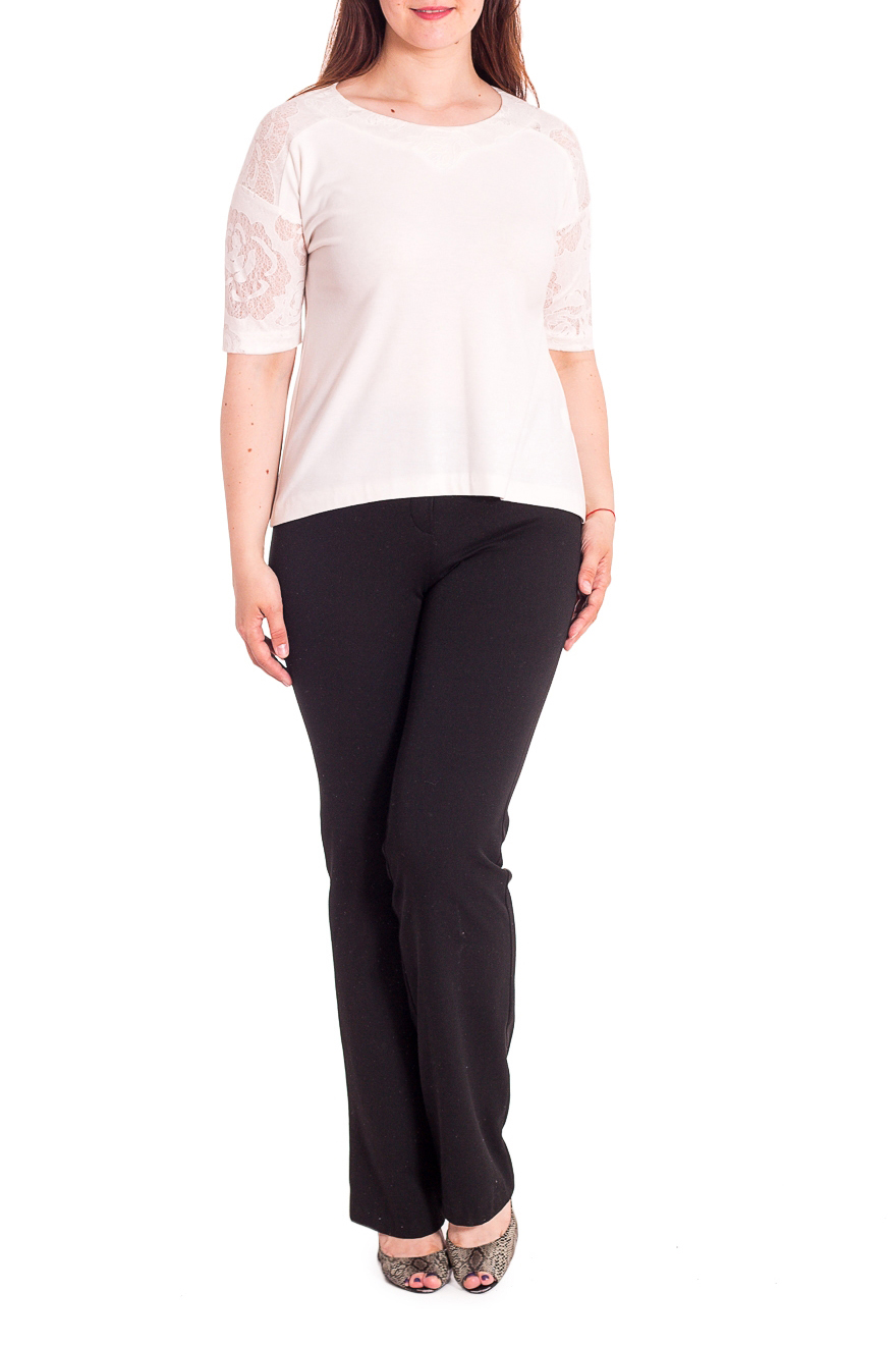 БлузкаБлузки<br>Однотонная блузка полуприталенного силуэта с круглой горловиной и рукавами 3/4. Модель выполнена из приятного трикотажа с гипюровыми рукавами. Отличный выбор для любого случая.   В изделии использованы цвета: молочный  Рост девушки-фотомодели 180 см.<br><br>Горловина: С- горловина<br>Материал: Гипюр,Трикотаж<br>Рисунок: Однотонные<br>Рукав: До локтя<br>Сезон: Весна,Зима,Лето,Осень,Всесезон<br>Силуэт: Полуприталенные<br>Стиль: Летний стиль,Повседневный стиль<br>Размер : 50,52<br>Материал: Джерси + Гипюр<br>Количество в наличии: 2