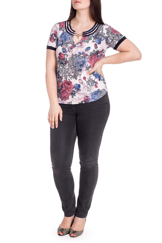 БлузкаБлузки<br>Цветная блузка с короткими рукавами и фигурной горловиной. Модель выполнена из приятного материала. Отличный выбор для повседневного гардероба.  В изделии использованы цвета: белый, розовый, синий и др.  Рост девушки-фотомодели 180 см.<br><br>Горловина: Фигурная горловина<br>Рукав: Короткий рукав<br>Материал: Вискоза,Трикотаж<br>Рисунок: Растительные мотивы,С принтом,Цветные,Цветочные<br>Сезон: Весна,Всесезон,Зима,Лето,Осень<br>Силуэт: Приталенные<br>Стиль: Нарядный стиль,Повседневный стиль<br>Элементы: С декором,С отделочной фурнитурой<br>Размер : 48,50,52,54,56<br>Материал: Холодное масло<br>Количество в наличии: 5
