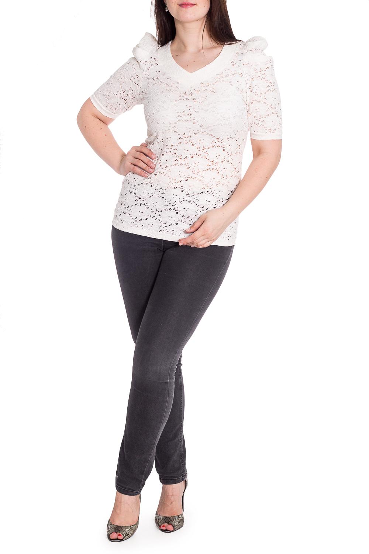 БлузкаБлузки<br>Однотонная блузка с короткими рукавами и V-образной горловиной. Модель выполнена из приятного материала. Отличный выбор для любого случая.  В изделии использованы цвета: белый  Рост девушки-фотомодели 180 см.<br><br>Горловина: V- горловина<br>По материалу: Вискоза,Гипюр<br>По рисунку: Однотонные<br>По сезону: Весна,Зима,Лето,Осень,Всесезон<br>По силуэту: Приталенные<br>По стилю: Нарядный стиль,Повседневный стиль<br>Рукав: Короткий рукав<br>Размер : 46,48,50,52,54<br>Материал: Гипюр<br>Количество в наличии: 5
