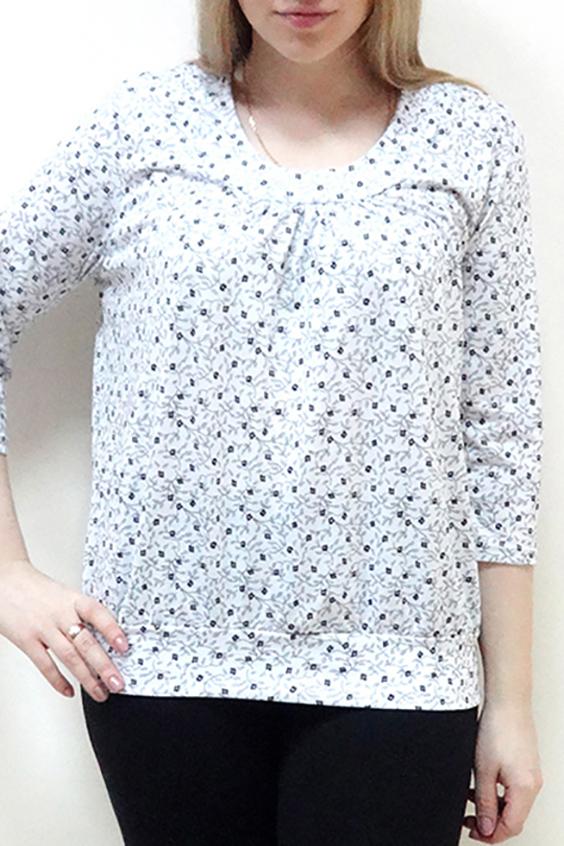 БлузкаБлузки<br>Эта прелестная блузка из приятной к телу вискозы станет основой Вашего повседневного гардероба. Рукава 3/4.  Цвет: белый.  Рост девушки-фотомодели 162 см<br><br>Горловина: С- горловина<br>По материалу: Вискоза,Трикотаж<br>По рисунку: С принтом,Цветные<br>По сезону: Весна,Зима,Лето,Осень,Всесезон<br>По силуэту: Прямые<br>По стилю: Повседневный стиль<br>Рукав: Рукав три четверти<br>Размер : 50,52,54,56,58,60<br>Материал: Вискоза<br>Количество в наличии: 13