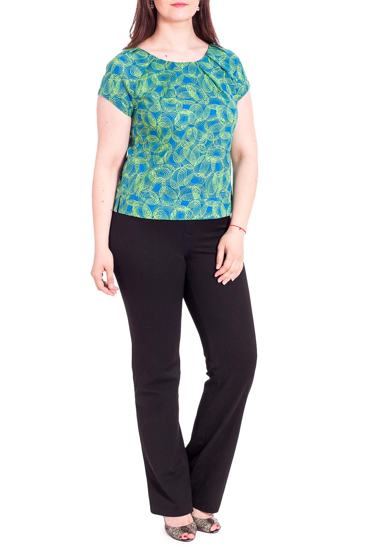 БлузкаБлузки<br>Лаконичный блузон прямого, свободного силуэта. Может применяться как вариант повседневной одежды, так и для особых, торжественных случаев (праздник, юбилей, выпускной).Длина по спинке составляет:- 54-55 см для размеров с 42 по 52.- 65 см для размеров с 54 по 62. Овальная горловина обработана обтачкой и оформлена мягкими складками. Короткий рукав-реглан.В боковых швах небольшие разрезы.Рекомендации по стилю: блузон предлагается в тканях ярких, сочных оттенков с колоритными цветочными и геометричными принтами. Идеальная пара – брюки, шорты или юбка из однотонного хлопка белого цвета или одного из множества оттенков, присутствующих в материале Блузона. Особенности материала, волокнистый состав:Блузон выполнен из 100% хлопковой ткани, обладающей высокими гигиеническими свойствами и другими достоинствами: прекрасно впитывает влагу, приятна на ощупь, не вызывает аллергии, лёгкая в уходе, не накапливает статическое электричество, обладает теплоизолирующими свойствами, поэтому прекрасно подходит для лета.Рекомендации по уходу:Ручная или деликатная машинная стирка при температуре не &gt;35°-40°. При этом можно использовать моющие средства для белых тканей, универсальные моющие средства или средства для цветных хлопковых тканей, не содержащие отбеливатель. После ручной стирки следует удалить остатки воды, применив минимальный отжим и выкручивание. Сушить изделия из хлопка лучше всего в максимально расправленном виде. Чем меньше заломов и складок образуется при стирке и сушке, тем лучше вещь из хлопка будет утюжиться.Полностью сухую хлопковую ткань очень сложно проутюжить до идеального состояния, поэтому изделие из хлопка нужно только подсушить, что называется «до полуготовности», и утюжить в слегка влажном состоянии, поставив терморегулятор утюга на позицию «хлопок/лен».  В изделии использованы цвета: синий, салатовыйРост девушки-фотомодели 180 см<br><br>Горловина: С- горловина<br>Рукав: Короткий рукав<br>Материал: Хлопок<br>Рисунок: С принтом,Цветные<br>Сезон