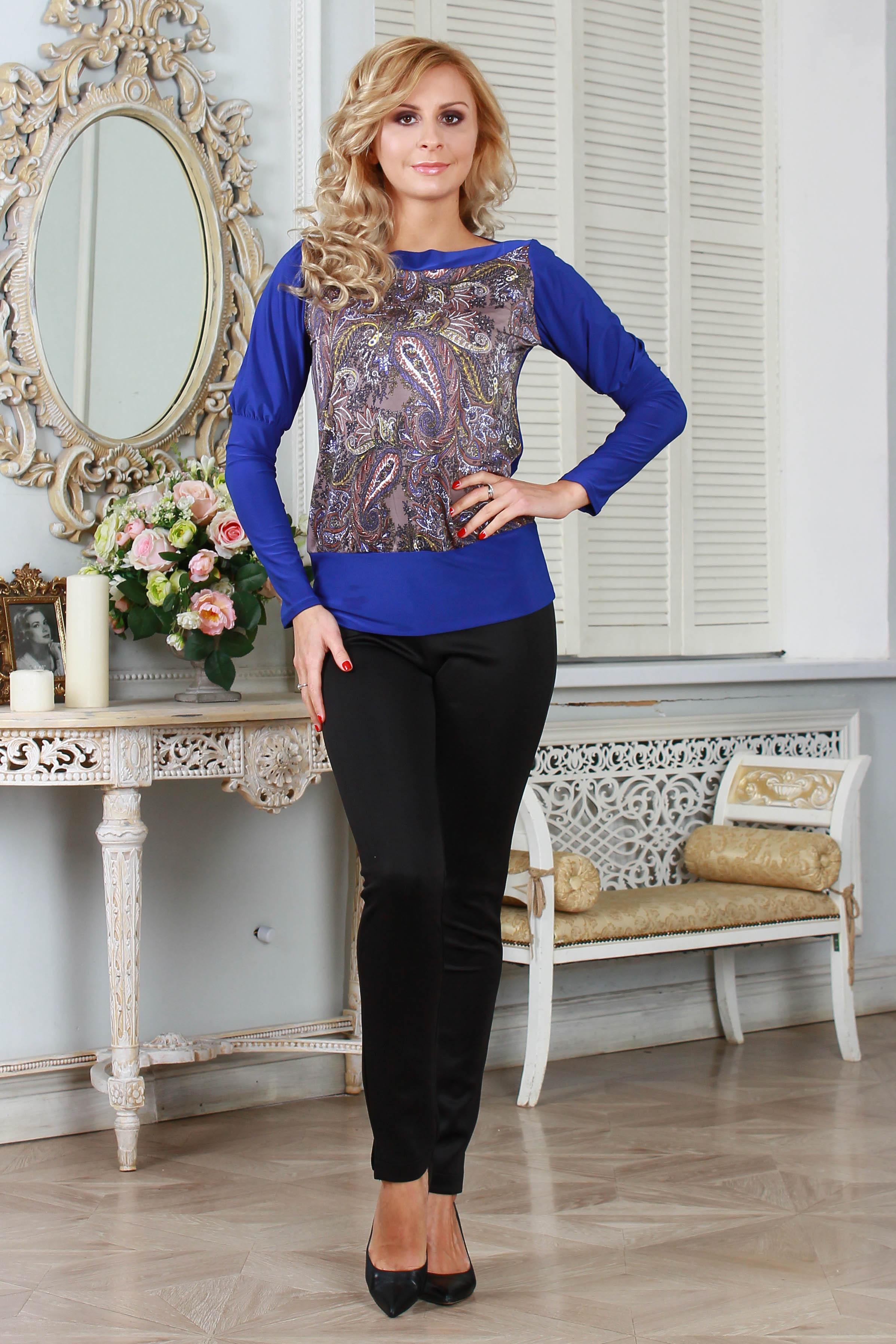 БлузкаБлузки<br>Комбинированная блуза прямого силуэта на широком поясе, горловина - лодочка, оформленная обтачками. Рукав втачной, на высоком манжете. Швы притачивания манжета и пояса собраны на резинку. Спинка и рукава выполнены из однотонного легкого трикотажного полотна, полочка - из набивного.   Длина изделия от 59 см до 65 см, в зависимости от размера.  Цвет: синий, сиреневый  Ростовка изделия 170 см.<br><br>По материалу: Вискоза,Трикотаж<br>По образу: Город,Свидание<br>По рисунку: Цветные,С принтом,Этнические<br>По сезону: Весна,Всесезон,Зима,Лето,Осень<br>По силуэту: Полуприталенные<br>По стилю: Повседневный стиль<br>Рукав: Длинный рукав<br>Горловина: Лодочка<br>Размер : 42<br>Материал: Холодное масло<br>Количество в наличии: 1