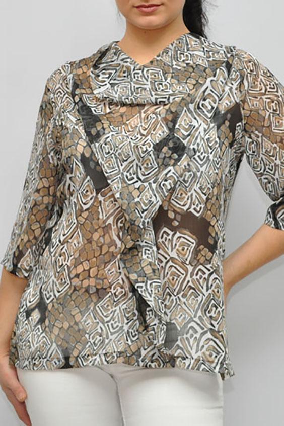 БлузкаБлузки<br>Красивая блузка с рукавами 3/4. Модель выполнена из воздушного шифона. Отличный выбор для любого случая.  Цвет: бежевый, белый, коричневый, серый  Рост девушки-фотомодели 176 см.<br><br>Горловина: Качель<br>По материалу: Шифон<br>По образу: Город,Свидание<br>По рисунку: С принтом,Цветные<br>По сезону: Весна,Зима,Лето,Осень,Всесезон<br>По силуэту: Прямые<br>По стилю: Повседневный стиль<br>Рукав: Рукав три четверти<br>Размер : 58,62<br>Материал: Шифон<br>Количество в наличии: 4