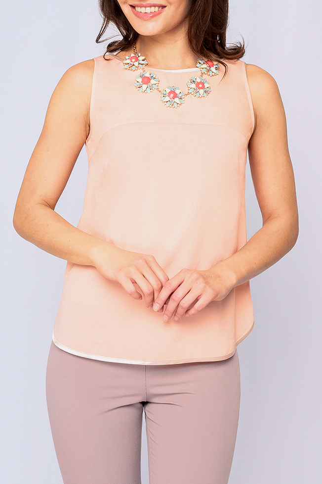 БлузкаБлузки<br>Женская блуза из легкой ткани, модель свободного покроя, нежный персиковый цвет подойдет как и для романтического свидания так и для деловой встречи, идеально будет сочетаться как с юбкой, так и с брюками. Украшение в комплект не входит.   Параметры размеров: 44 размер: обхват груди - 98 см, длина по спинке 58,5 см;  52 размер: обхват груди - 114 см, длина по спинке 58,5 см.  Цвет: бежевый  Рост девушки-фотомодели 170 см<br><br>Горловина: С- горловина<br>По материалу: Тканевые<br>По рисунку: Однотонные<br>По сезону: Весна,Зима,Лето,Осень,Всесезон<br>По силуэту: Прямые<br>По стилю: Офисный стиль,Повседневный стиль,Кэжуал,Летний стиль<br>Рукав: Без рукавов<br>Размер : 40,50,52,54,56<br>Материал: Блузочная ткань<br>Количество в наличии: 9