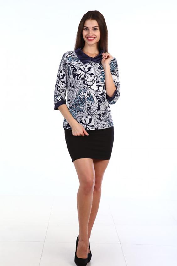 БлузкаБлузки<br>Цветная блузка с атласными манжетами и воротником. Модель выполнена из приятного материала. Отличный выбор для повседневного гардероба.  В изделии использованы цвета: темно-синий, белый и др.  Ростовка изделия 170 см.<br><br>Воротник: Отложной<br>По материалу: Трикотаж<br>По рисунку: С принтом,Цветные<br>По сезону: Весна,Зима,Лето,Осень,Всесезон<br>По силуэту: Приталенные<br>По стилю: Нарядный стиль,Повседневный стиль<br>По элементам: С манжетами<br>Рукав: Рукав три четверти<br>Размер : 48,50,52,54,56,58<br>Материал: Холодное масло<br>Количество в наличии: 11