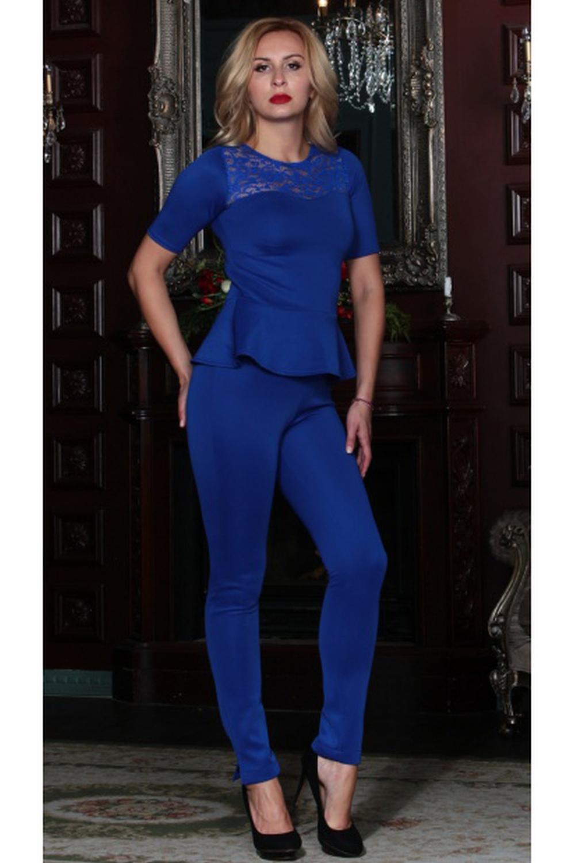 БлузкаБлузки<br>Комбинированная блуза из плотного трикотажного полотна с эластаном прилегающего силуэта. Кокетка полочки и спинки выполнены из гипюра. Рукав втачной, до локтя, по низу блузы-баска. Вставка из гипюра превращает обычную блузу в праздничный наряд, а баска - подчеркивает талию и придает фигуре ещё больше женственности и элегантности  Длина изделия от 55 см в зависимости от размера.  Цвет: синий  Рост девушки-фотомодели 175 см<br><br>Горловина: С- горловина<br>По материалу: Вискоза,Гипюр<br>По образу: Город,Свидание<br>По рисунку: Однотонные<br>По сезону: Весна,Зима,Лето,Осень,Всесезон<br>По силуэту: Приталенные<br>По стилю: Нарядный стиль,Повседневный стиль<br>По элементам: С баской<br>Рукав: Короткий рукав<br>Размер : 46,48,50,52,54<br>Материал: Вискоза + Гипюр<br>Количество в наличии: 5