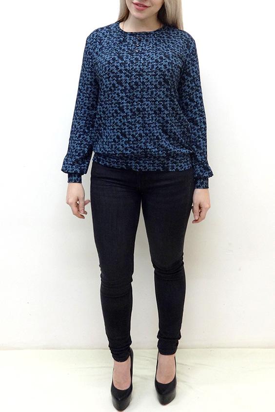 БлузкаБлузки<br>Красивая блузка с небольшим напуском в районе талии. Модель выполнена из мягкой вискозы. Отличный выбор для повседневного гардероба.  В изделии использованы цвета: синий, черный  Рост девушки-фотомодели 162 см<br><br>Горловина: С- горловина<br>По материалу: Вискоза<br>По образу: Город,Свидание<br>По рисунку: С принтом,Цветные<br>По сезону: Весна,Зима,Лето,Осень,Всесезон<br>По силуэту: Полуприталенные<br>По стилю: Повседневный стиль<br>По элементам: С манжетами<br>Рукав: Длинный рукав<br>Размер : 48,50,52,54,56,58<br>Материал: Вискоза<br>Количество в наличии: 10